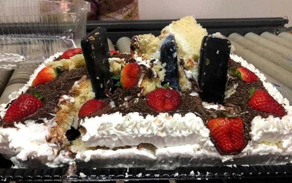 Menor tenta entrar com bolo 'recheado' com celulares em cadeia de GO