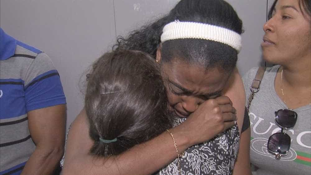Emocionados, cubanos choram em despedida com colegas do Mais Médicos