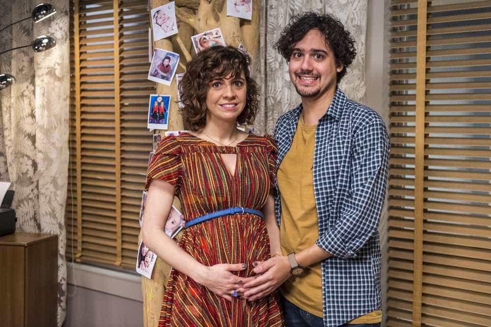 'Pais de Primeira' ri de situações tragicômicas da maternidade