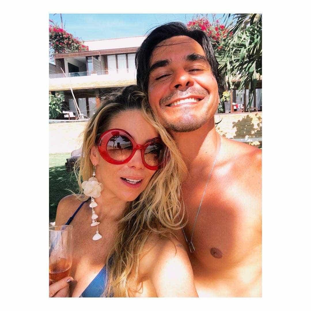 Dani Winits se declara para comemorar dois anos de casamento