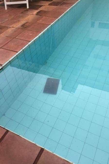 Suspeito vê a Receita Federal, joga notebook na piscina e vai preso