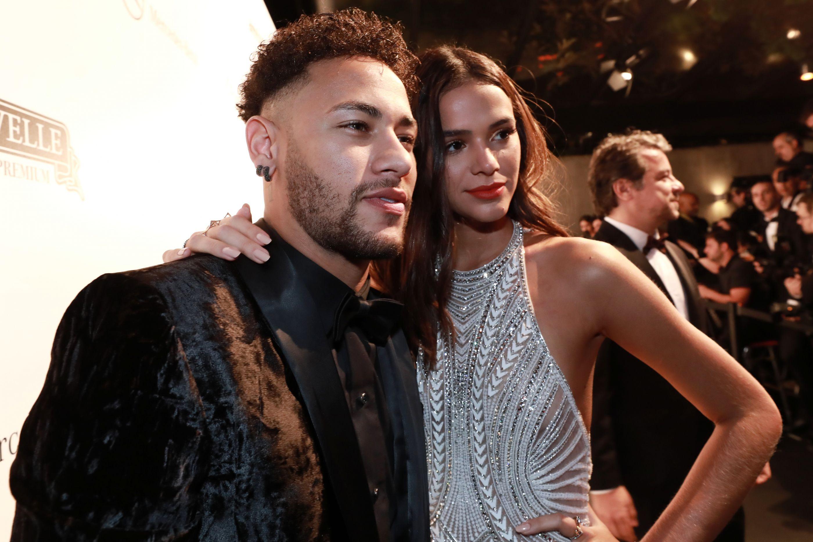 Neymar diz que planejava se casar e rebate críticas por carnaval