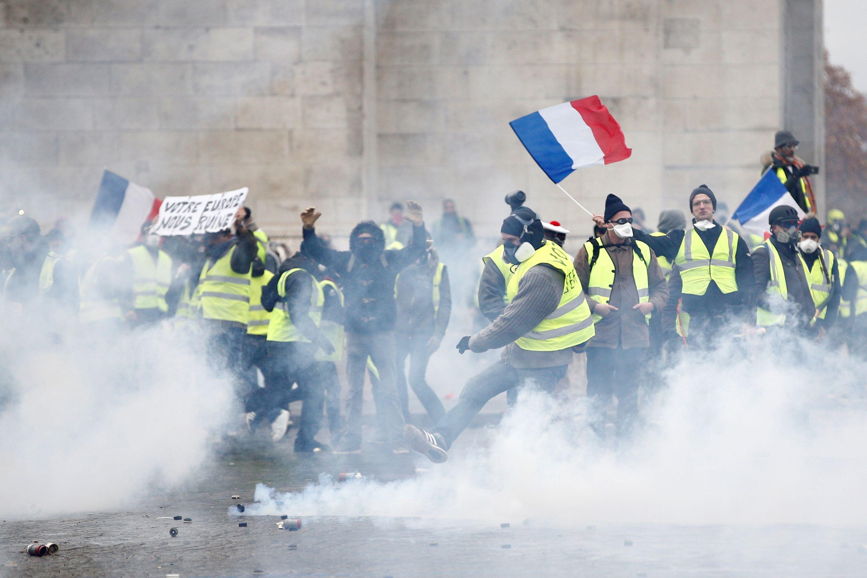 Governo da França teme 'grande violência' neste sábado