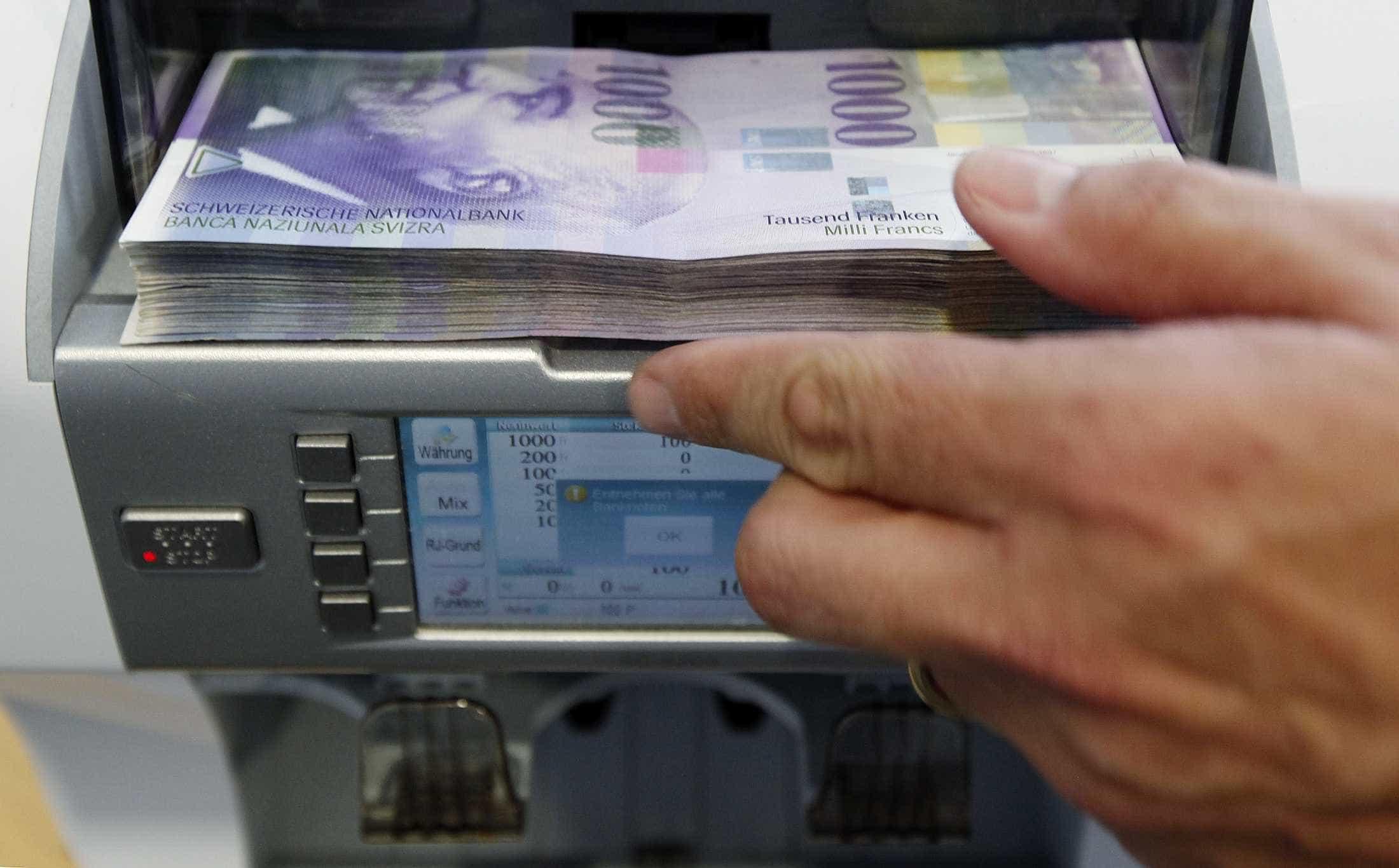 Brasileiros tiram R$ 9 bilhões da Suíça após Lava Jato