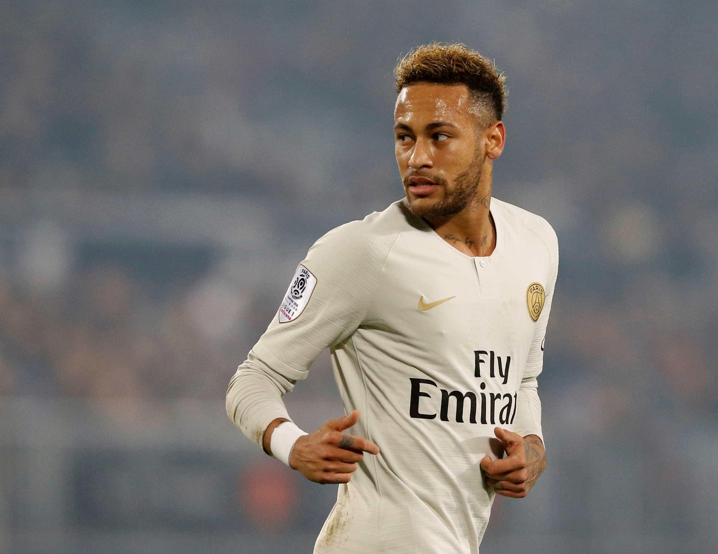 'Milionário, famoso e bonito', declara jogador sobre Neymar