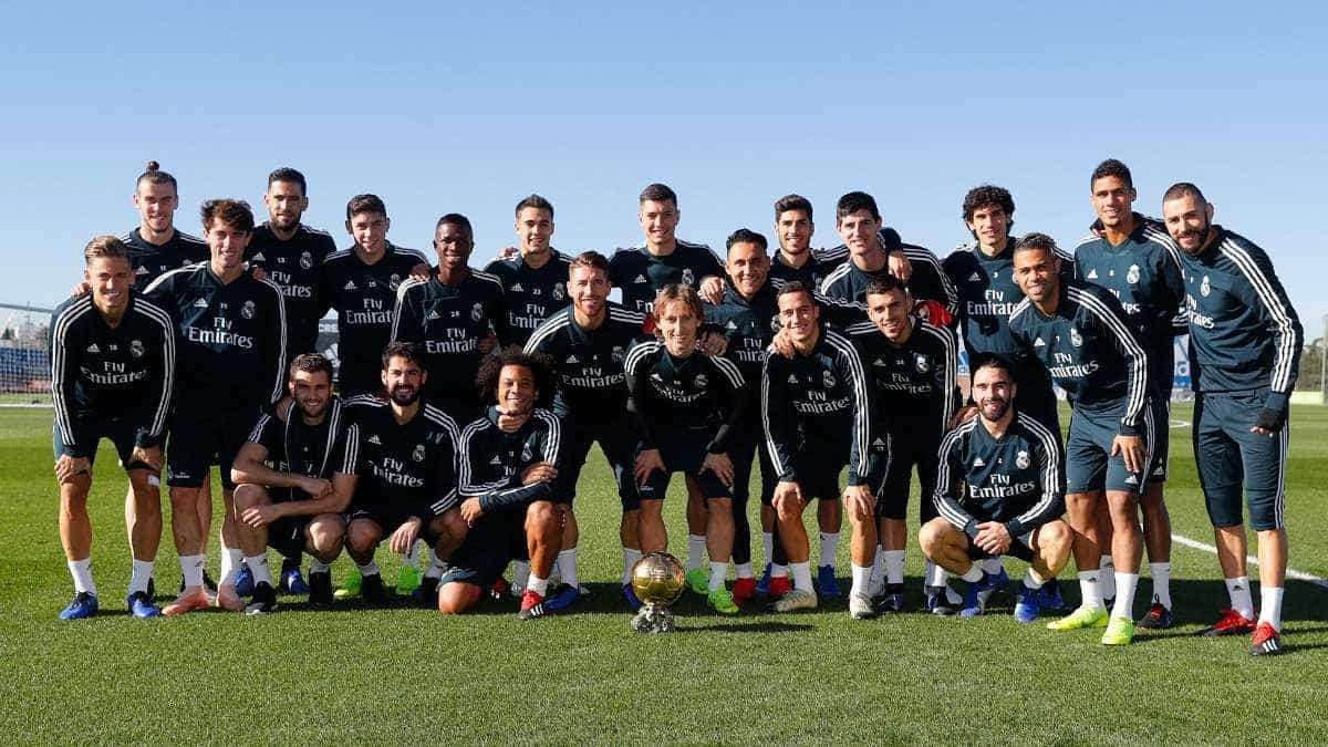Modric 'divide' Bola de Ouro com companheiros do Real Madrid
