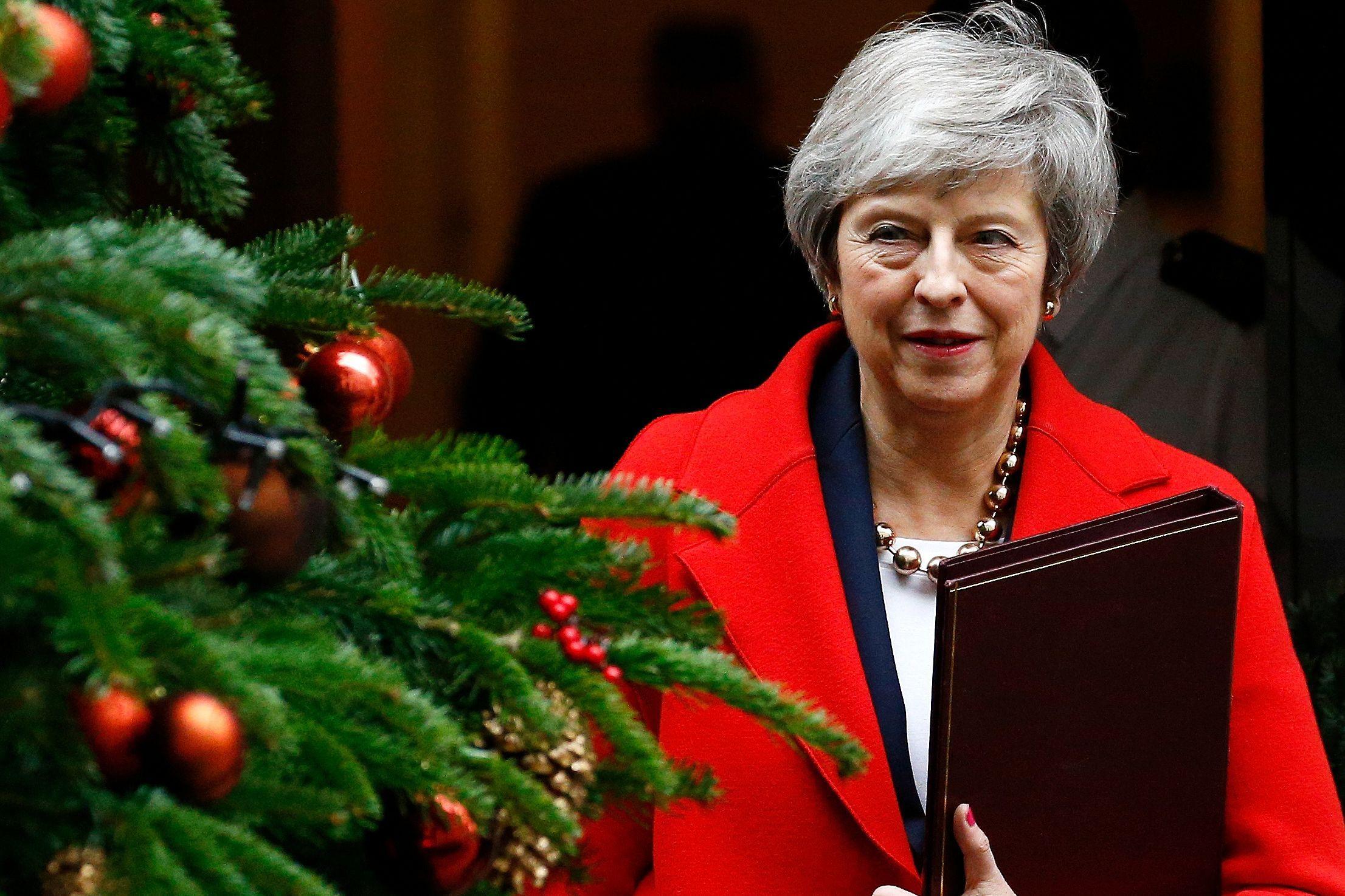 Theresa May pede apoio dos deputados a acordo de saída da UE