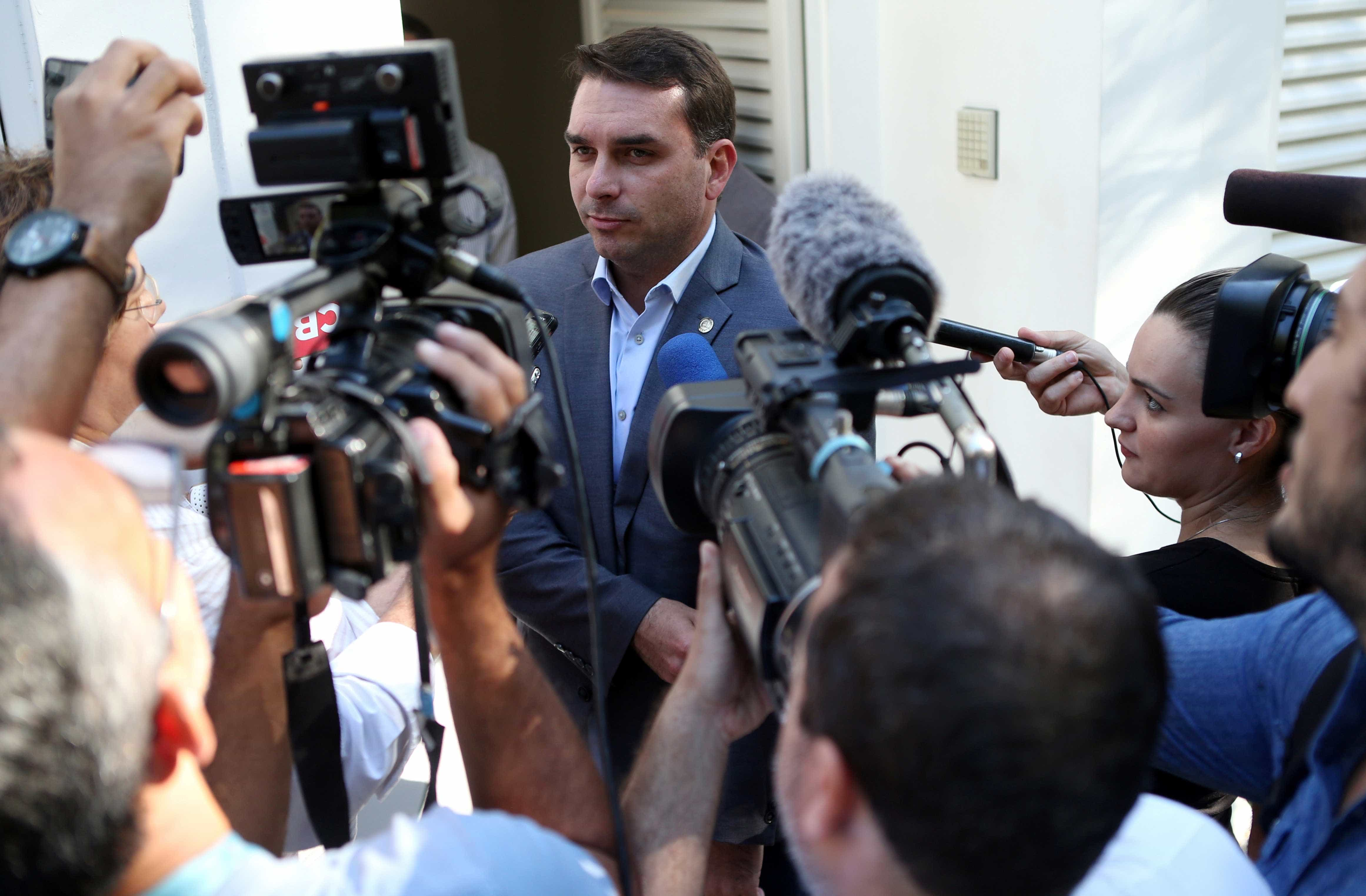 Queiroz falta novamente e Flávio poderá prestar depoimento ao MP