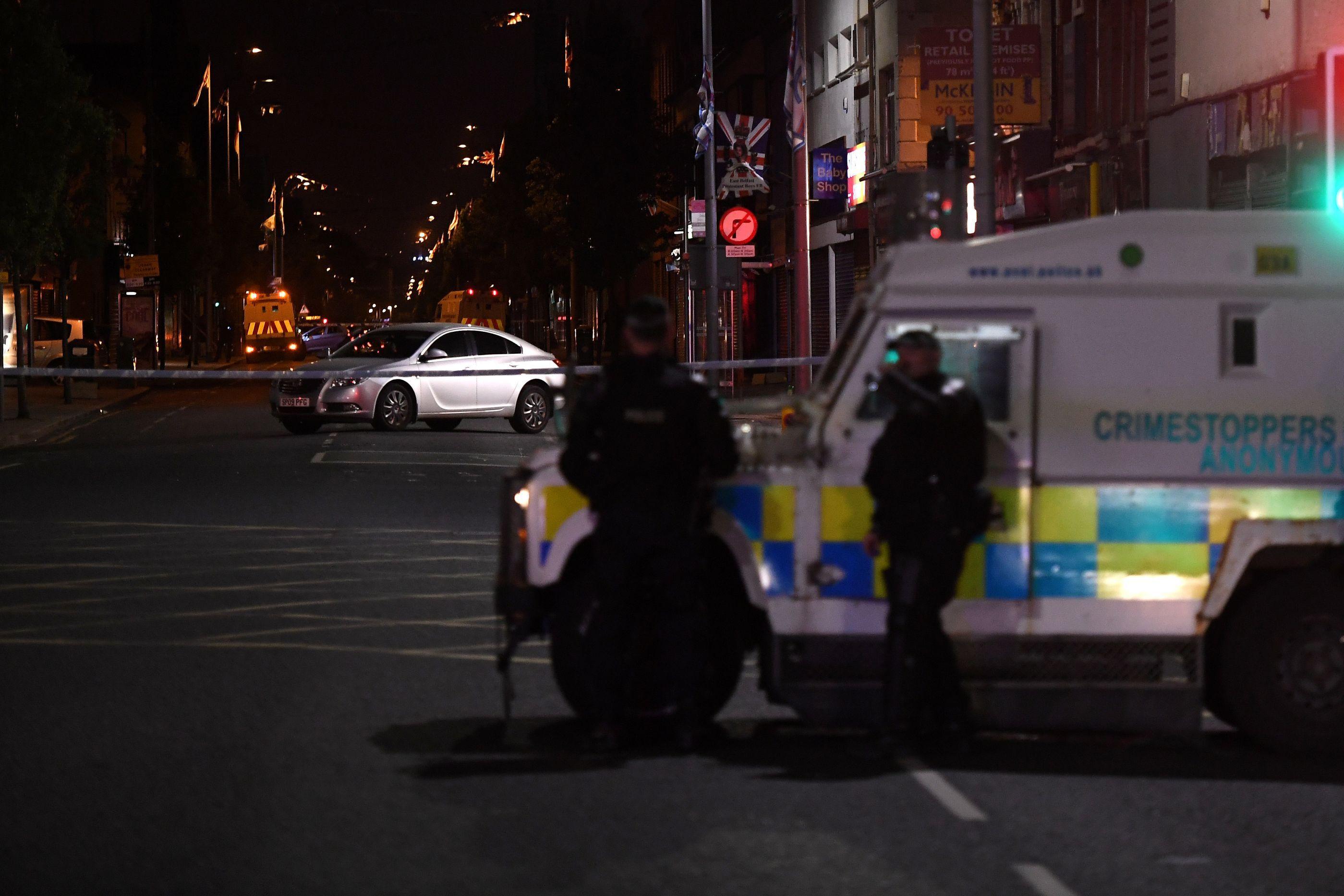 Homem é assassinado em Belfast em frente à escola