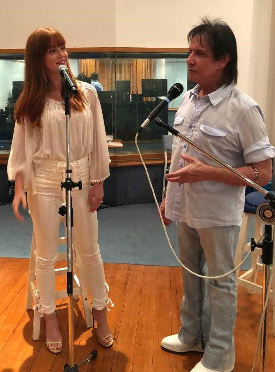 Alejandro Sanz e Marina Ruy cantam em especial de Roberto Carlos