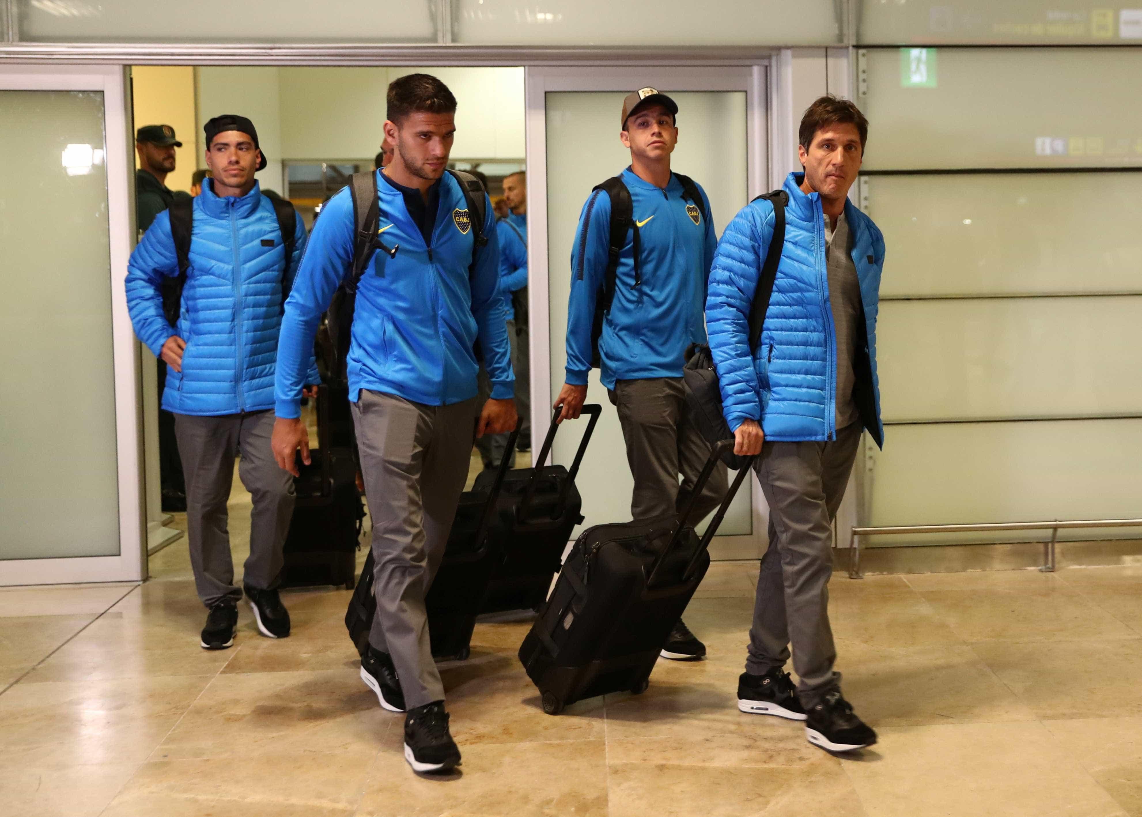 Em silêncio, delegação do Boca Juniors desembarca em Madri para a final