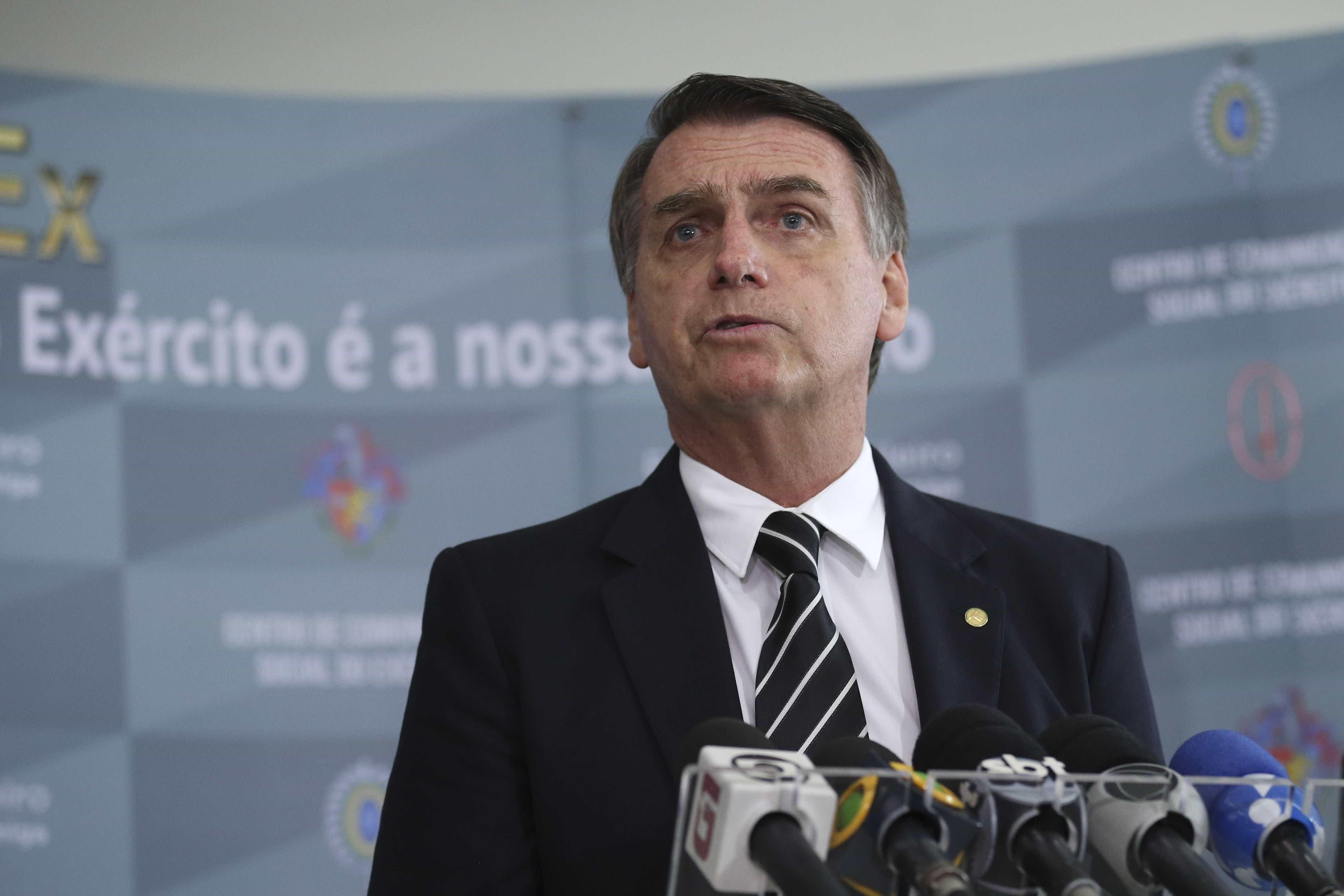 Bolsonaro vai a SP para fazer avaliação médica e tentar adiar cirurgia