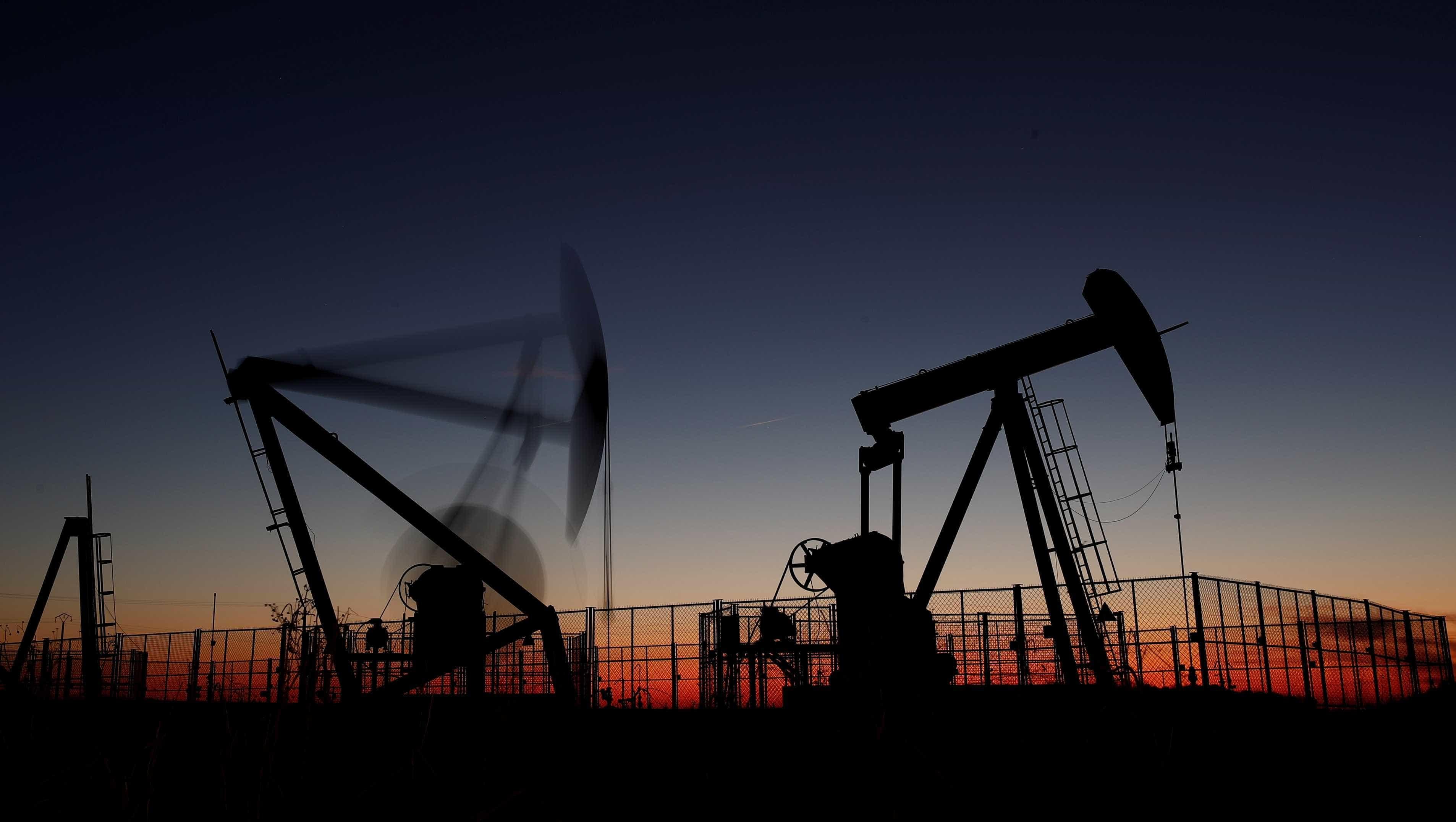 EUA anunciam fim da isenção de sanções para compra de petróleo do Irã
