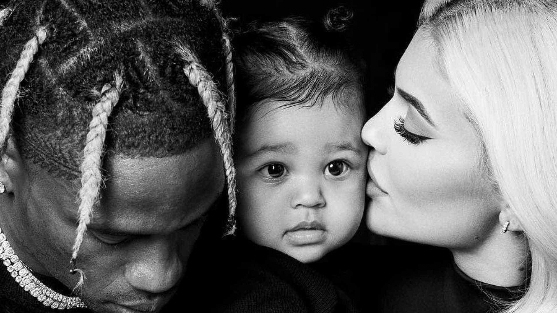 Kylie Jenner decide continuar com Travis Scott após rumores de traição