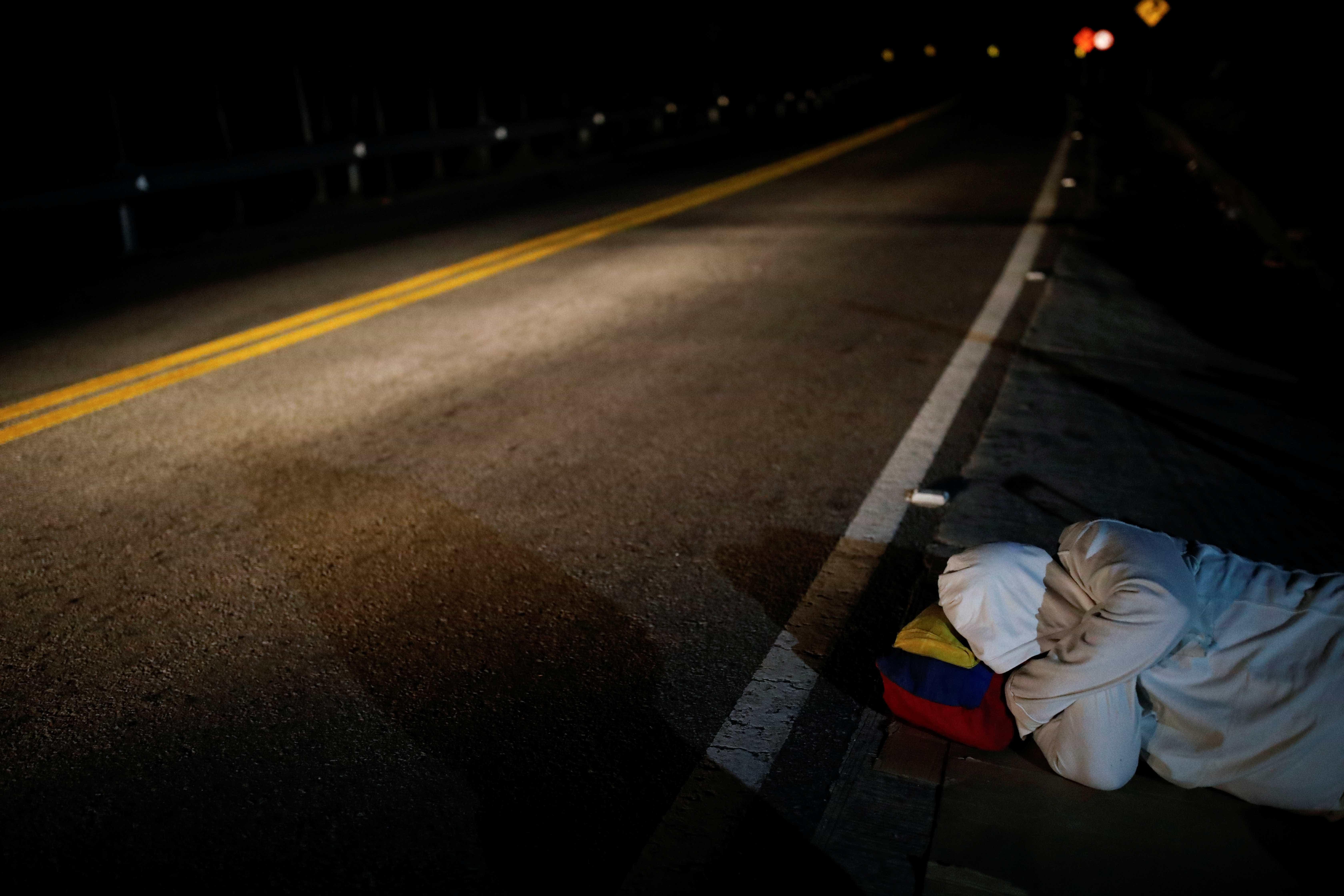 Venezuelano é agredido e esfaqueado enquanto dormia em rua de Boa Vista