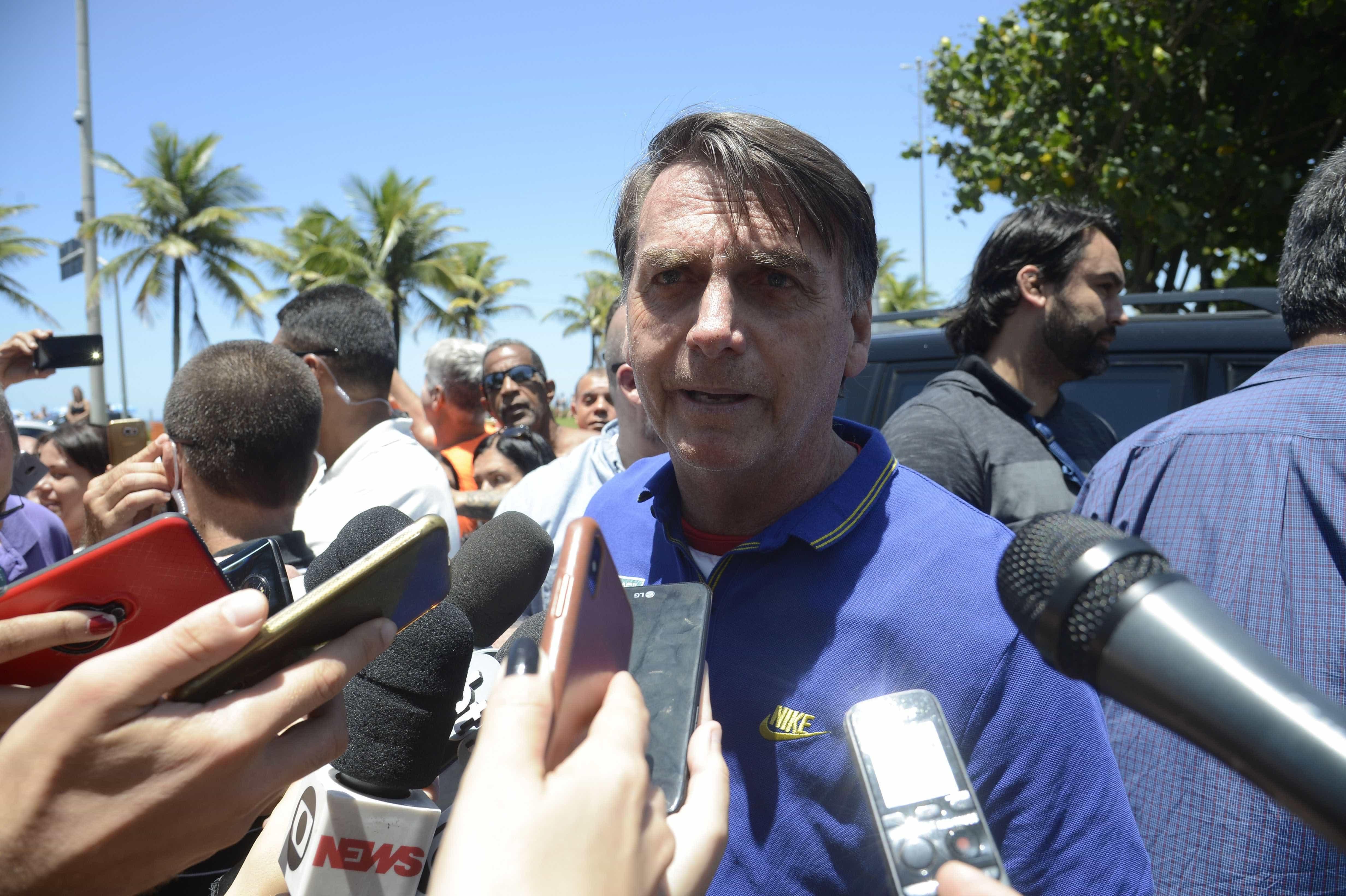 'Tem que explicar', diz Bolsonaro sobre ex-assessor citado pelo Coaf