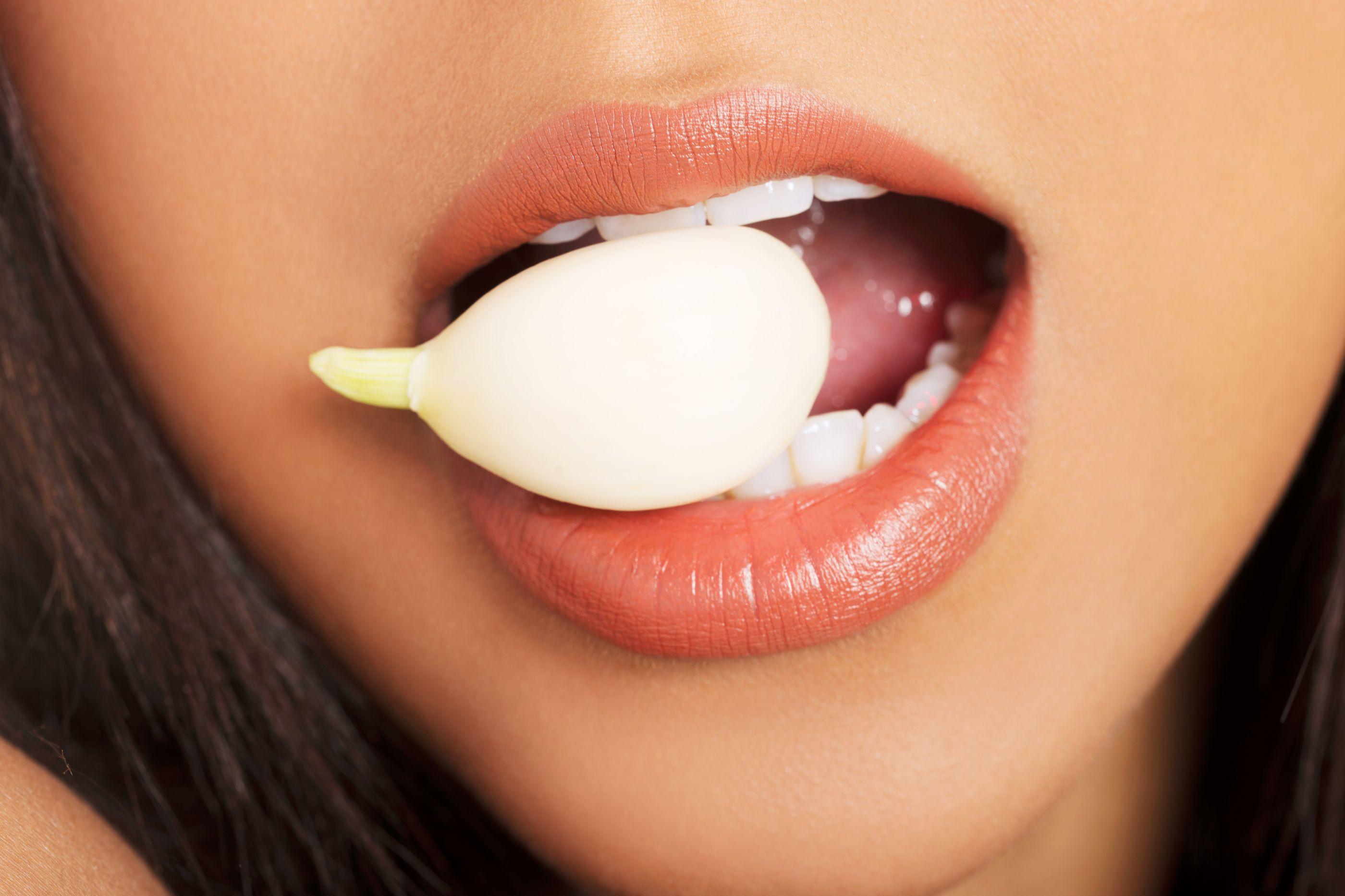 8 benefícios de comer um dente de alho por dia
