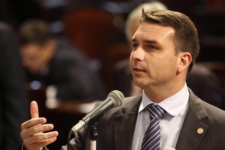 Flávio Bolsonaro não responde a convite do MP para prestar depoimento