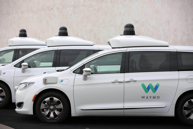 Robôs-táxis começam a levar passageiros nos Estados Unidos