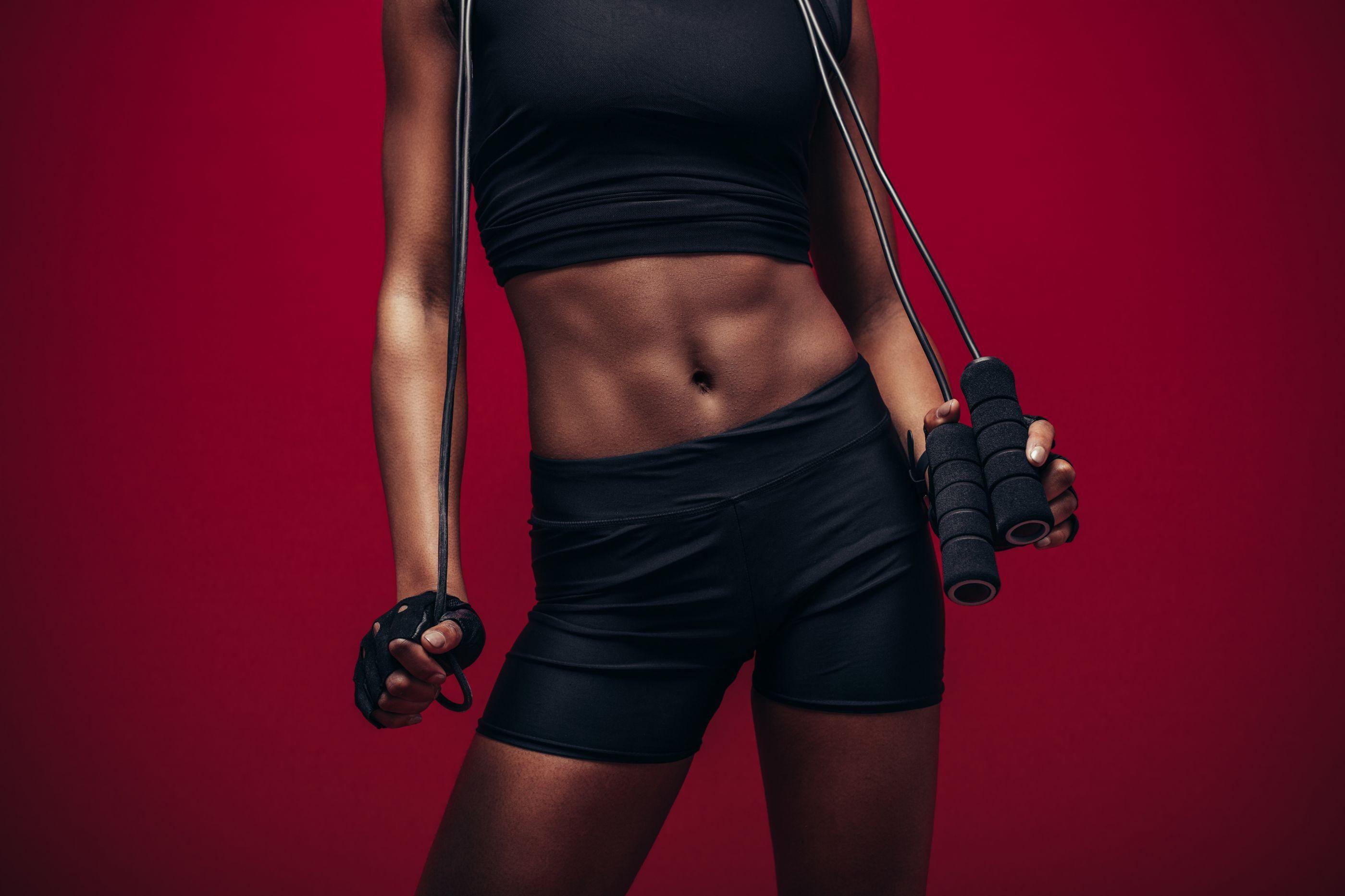 Vai treinar? Saiba por que pular corda é o melhor remédio para o corpo