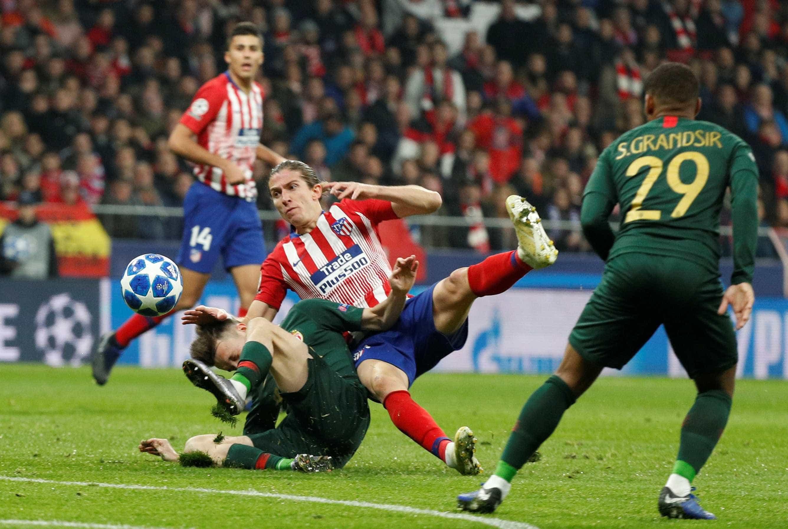 Filipe Luís sofre lesão e desfalca o Atlético de Madri por três semanas