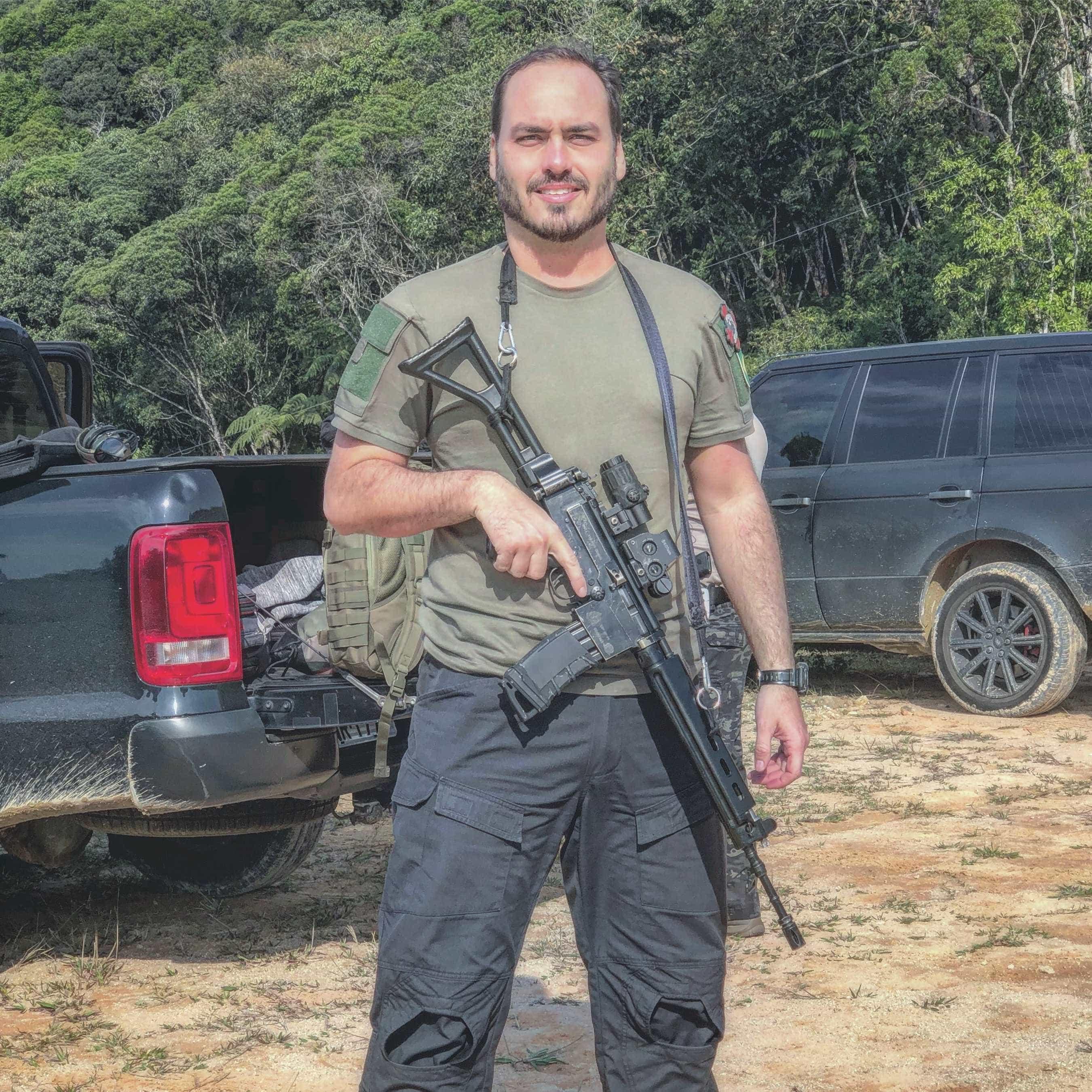 MP-RJ arquiva queixa-crime contra Carlos Bolsonaro