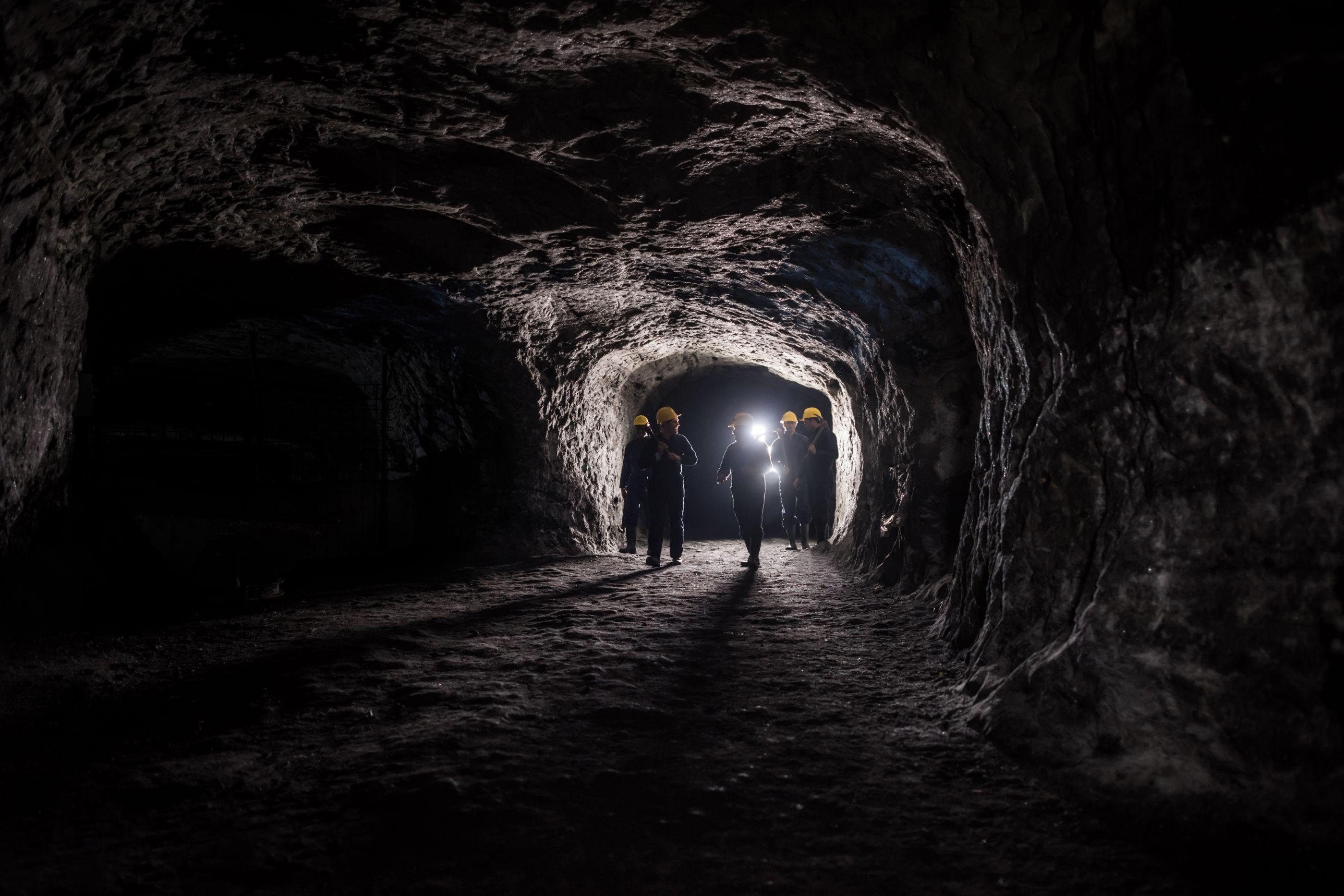 Nove pessoas ficam presas em mina após incêndio na Rússia