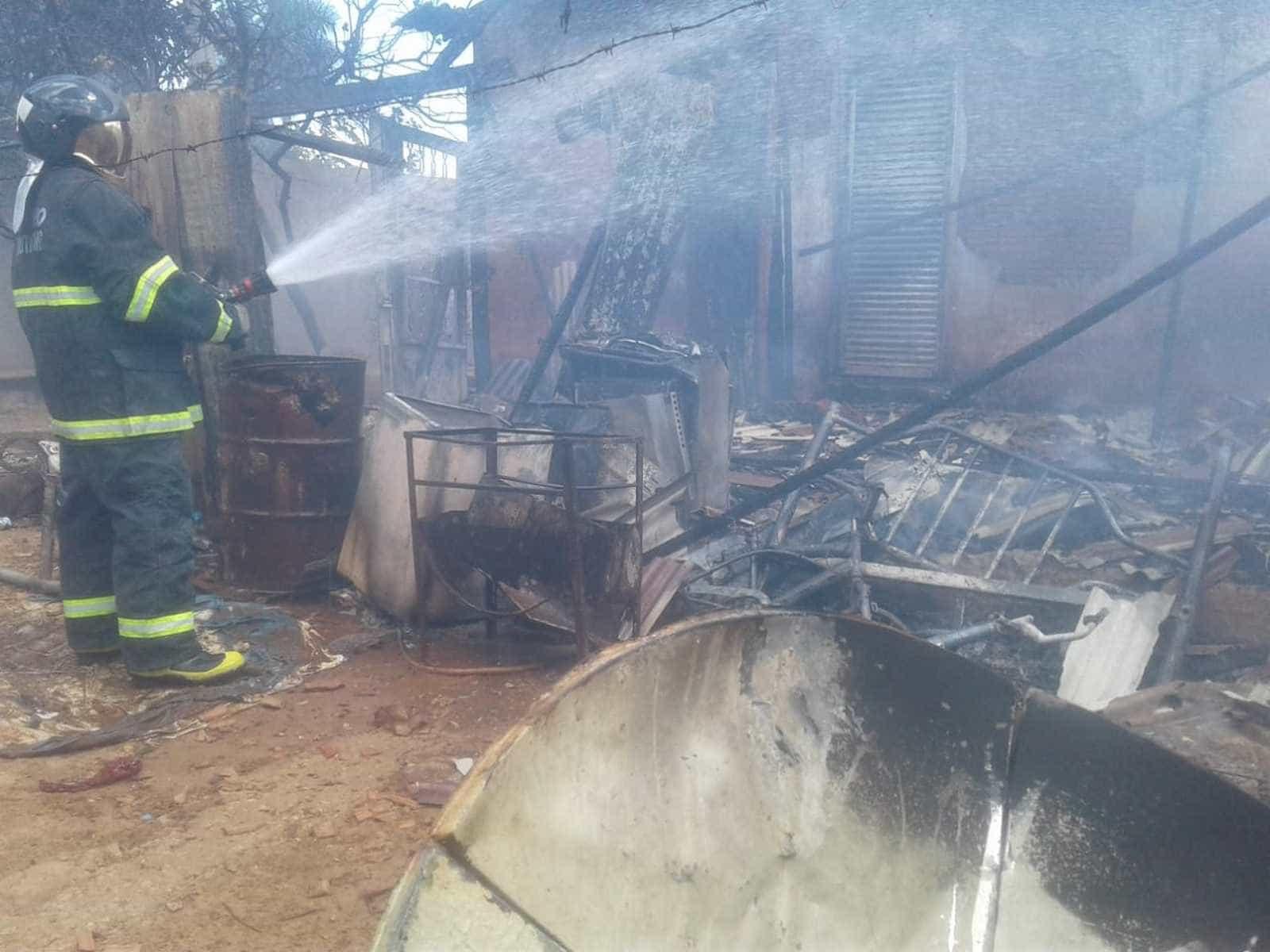 Menino de 5 anos provoca incêndio em casa ao brincar com fósforos