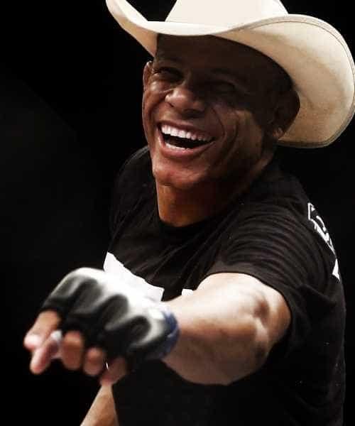 Brasileiro do MMA é ferido por granada após confusão na noite de Natal