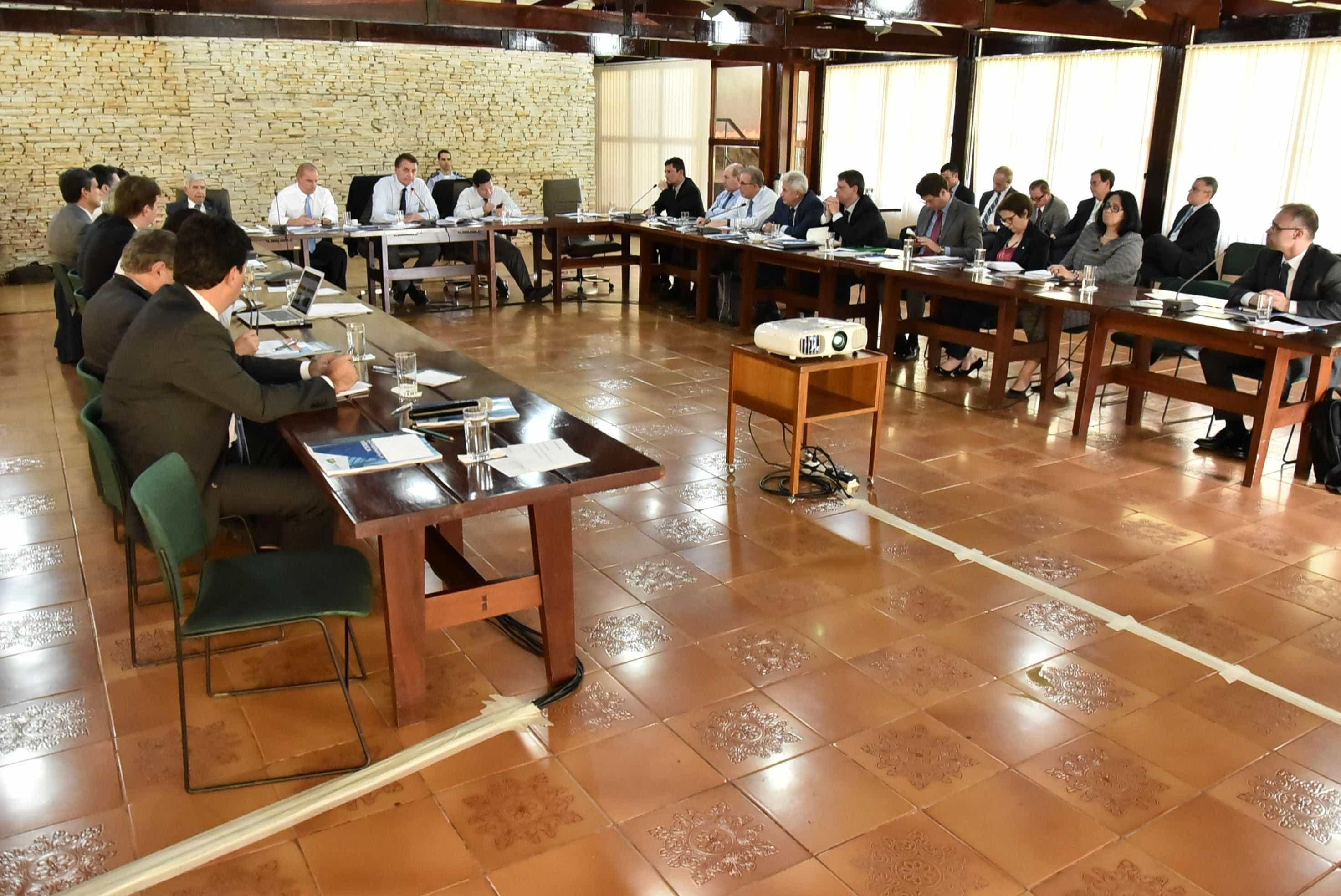 Ministros de Bolsonaro participam de curso de gestão e governança