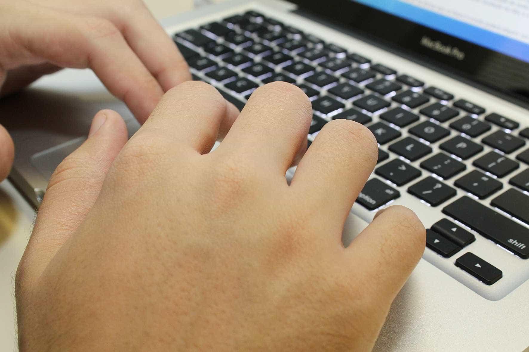 Governo Bolsonaro divulga 'termos de uso de redes sociais'