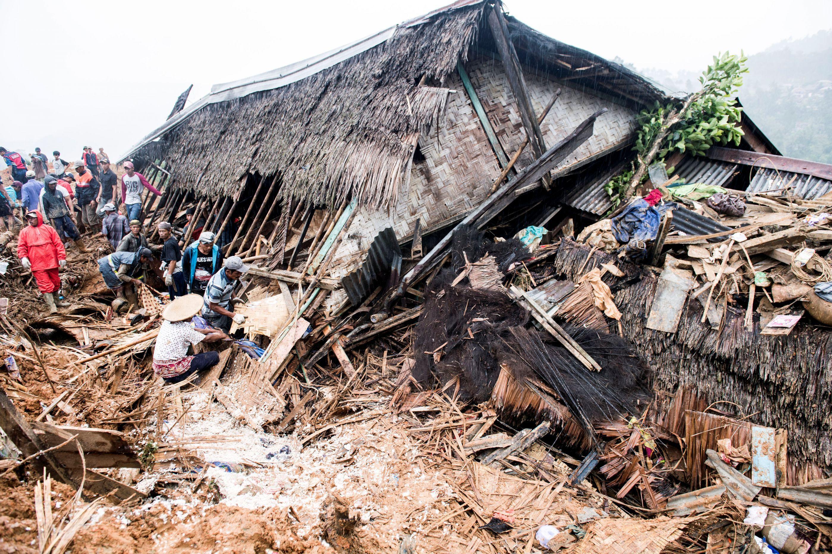 Deslizamento de terra mata pelo menos nove pessoas na Indonésia