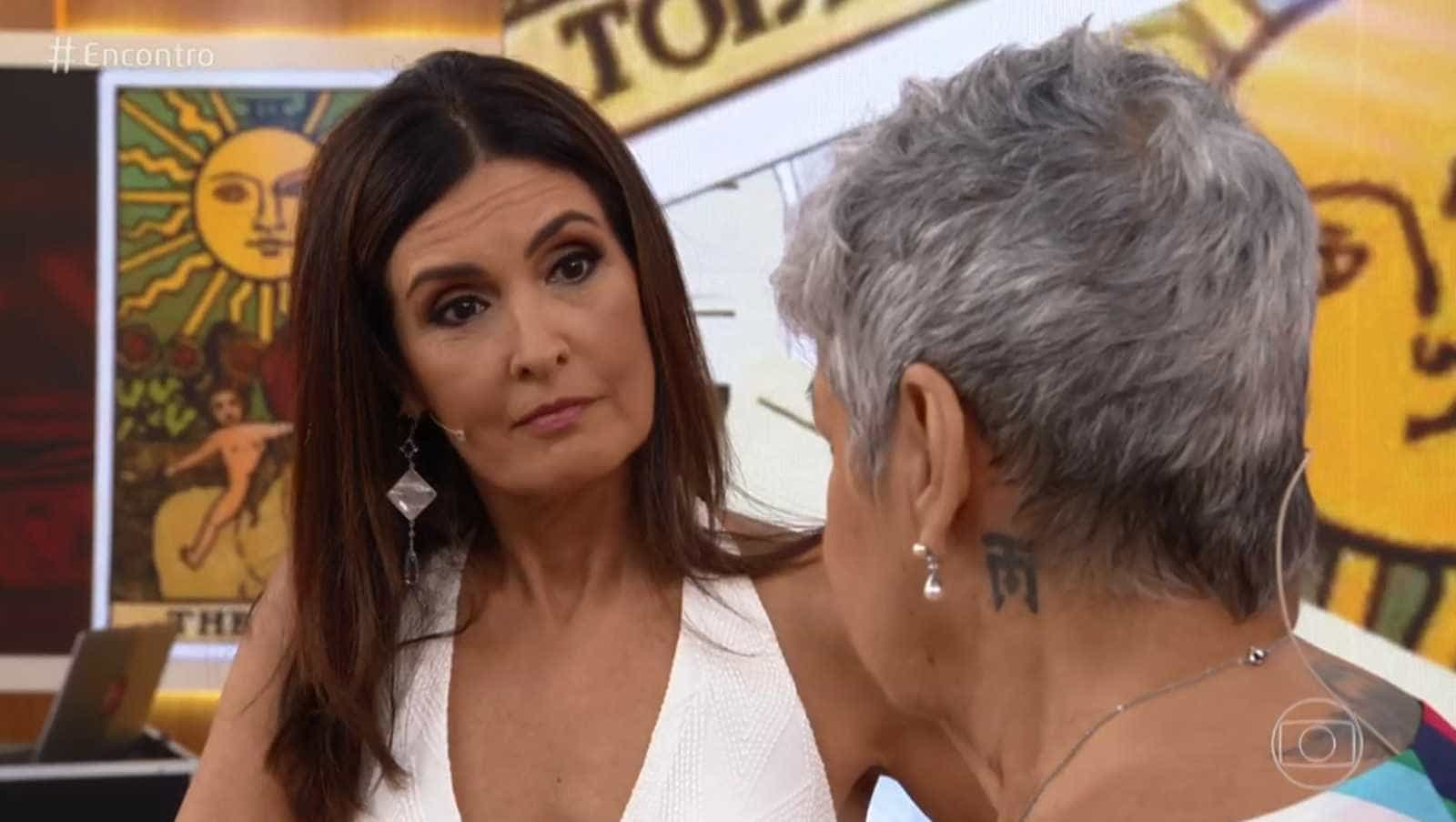 Taróloga prevê vida sexual intensa e Fátima Bernardes diz: 'Hummm!'