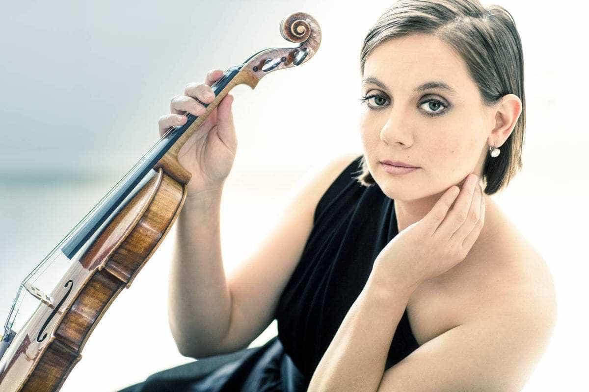 Disco de violinista americana e pianista brasileira prima por fluidez