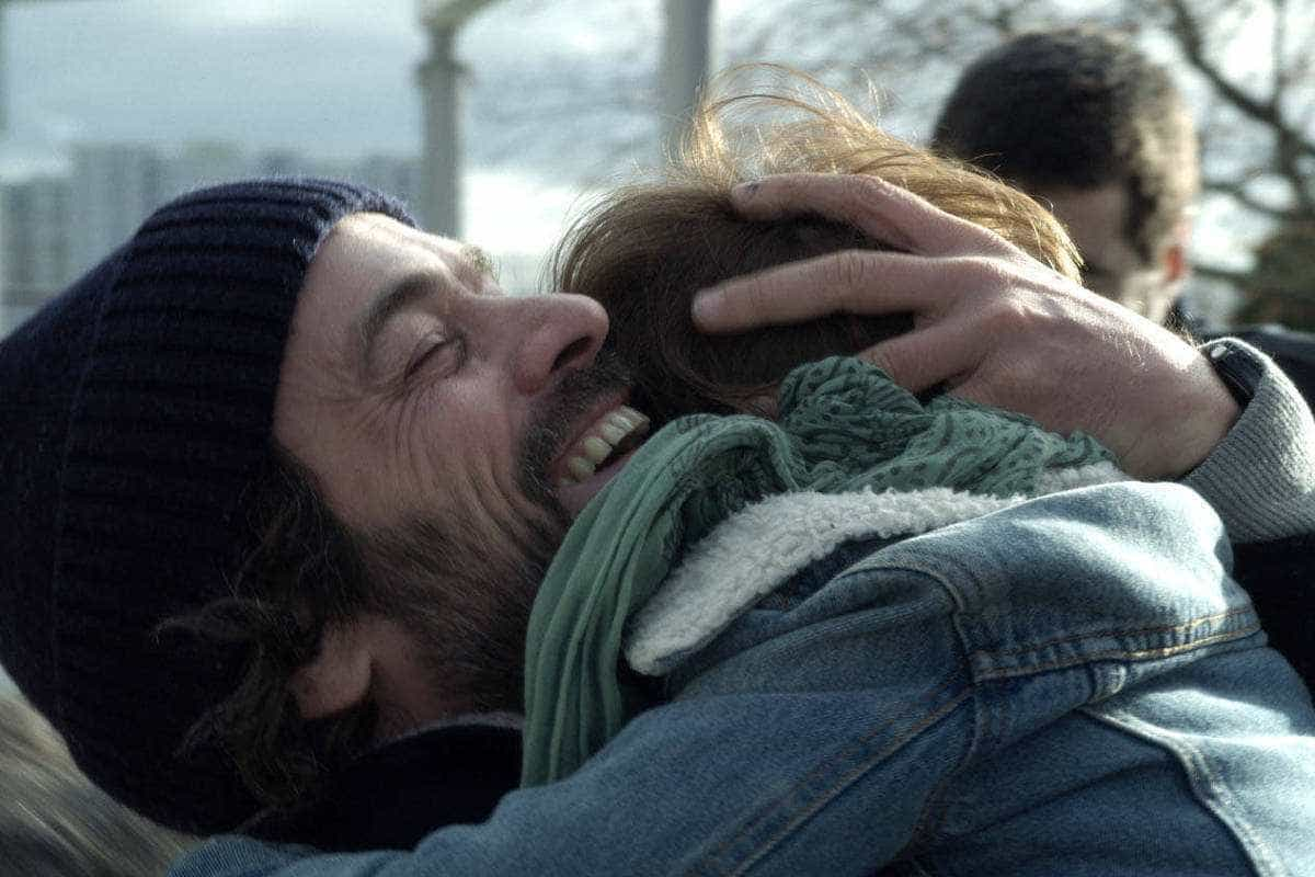 'A Nossa Espera' lida sobre abandono sem virar drama lacrimoso