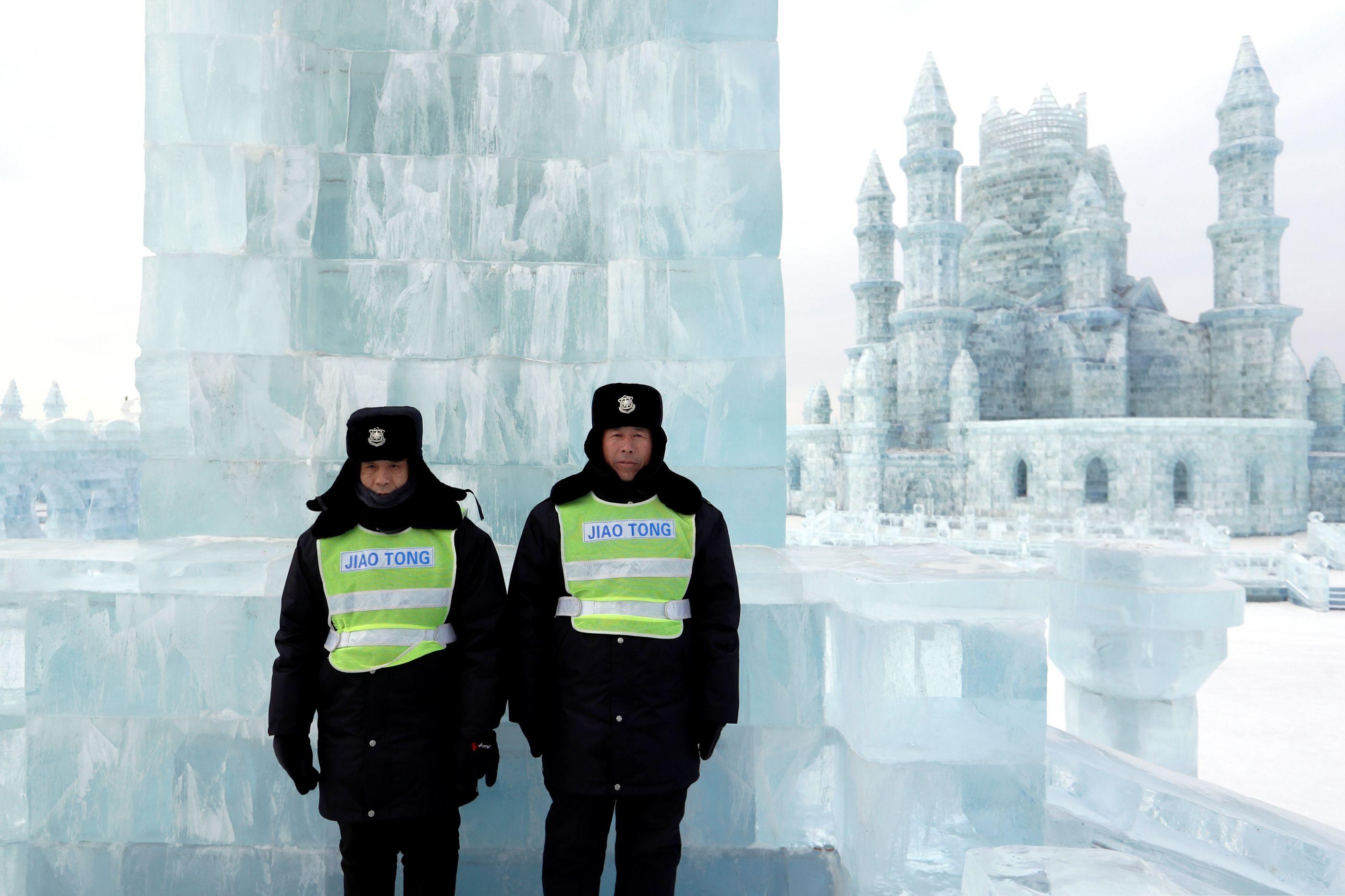 Cidade de gelo na China rivaliza com o palácio de 'Frozen'; veja fotos