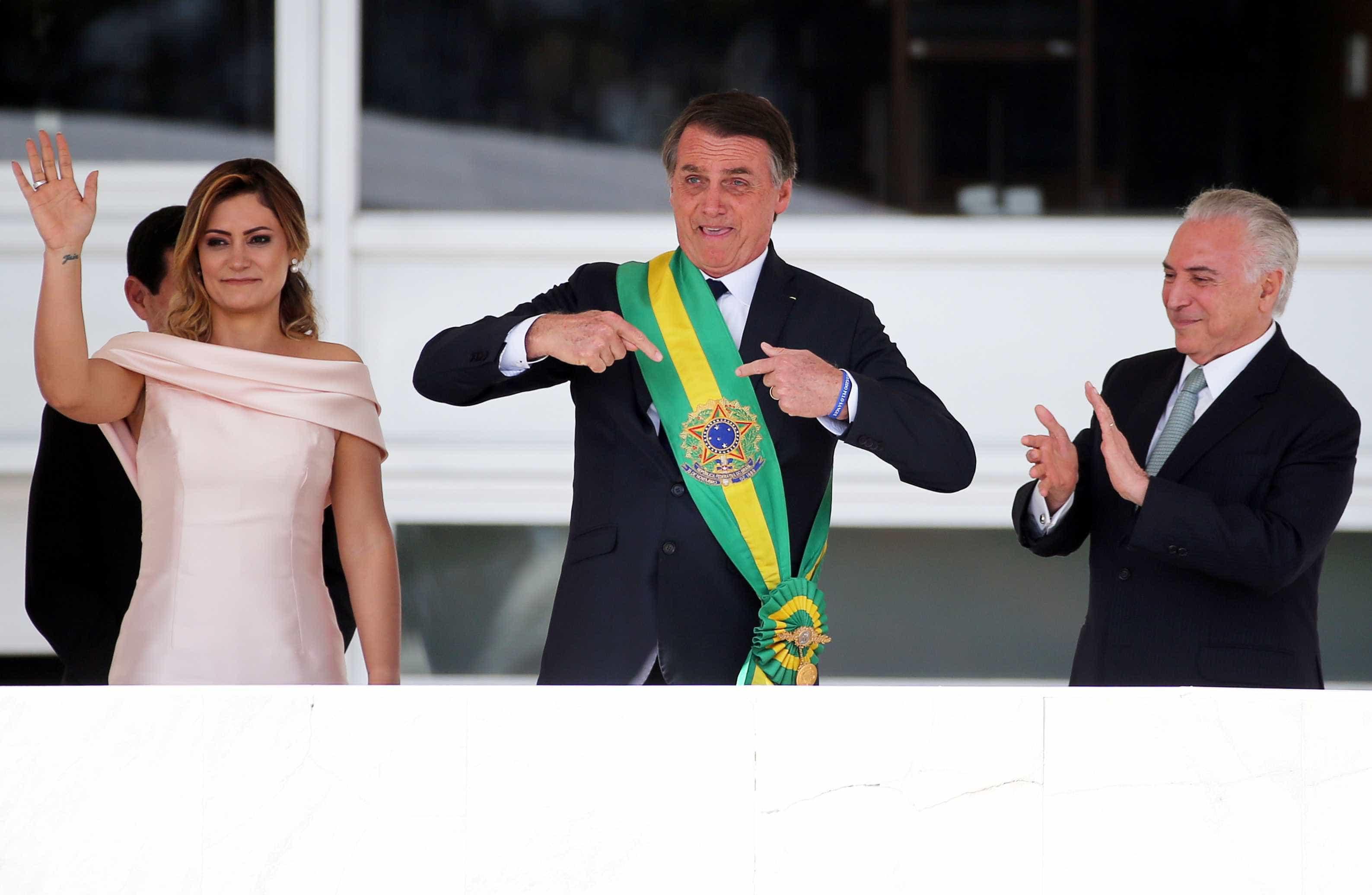 Pulseira que Bolsonaro usou na posse dizia: 'Protegido pelo sangue'