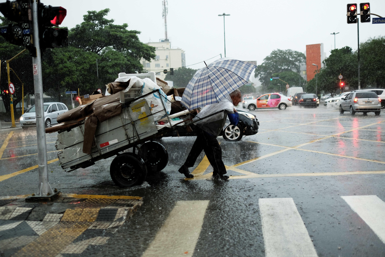 São Paulo entra em estado de alerta com fortes chuvas