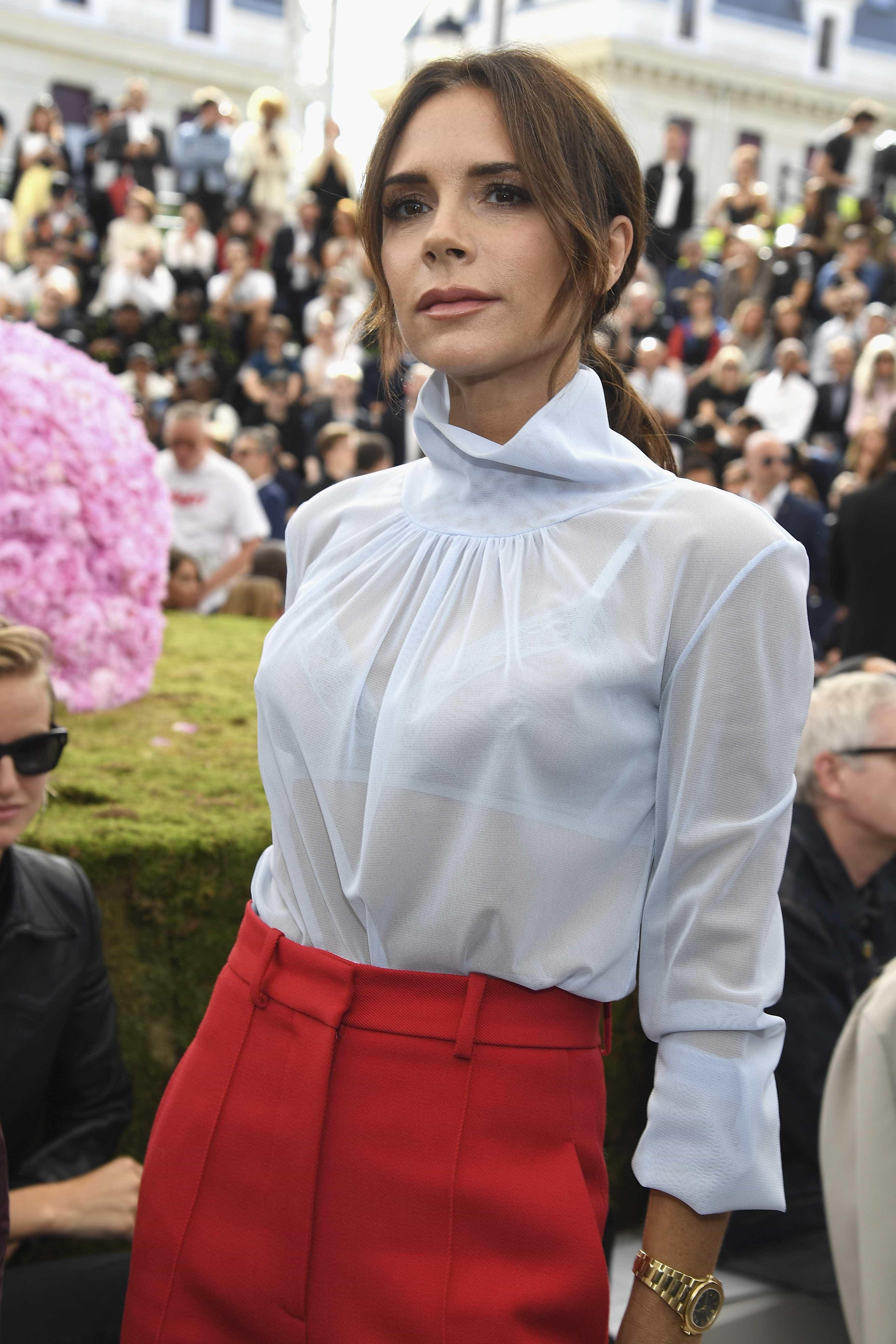 Victoria Beckham leva filha de 7 anos para fazer tratamento de pele