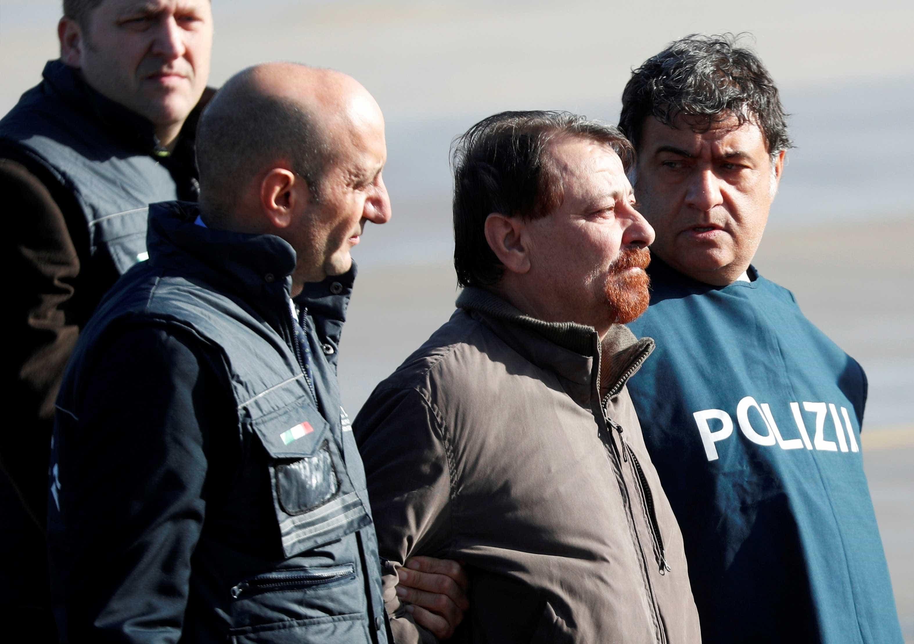 Battisti pede comutação de pena perpétua para 30 anos