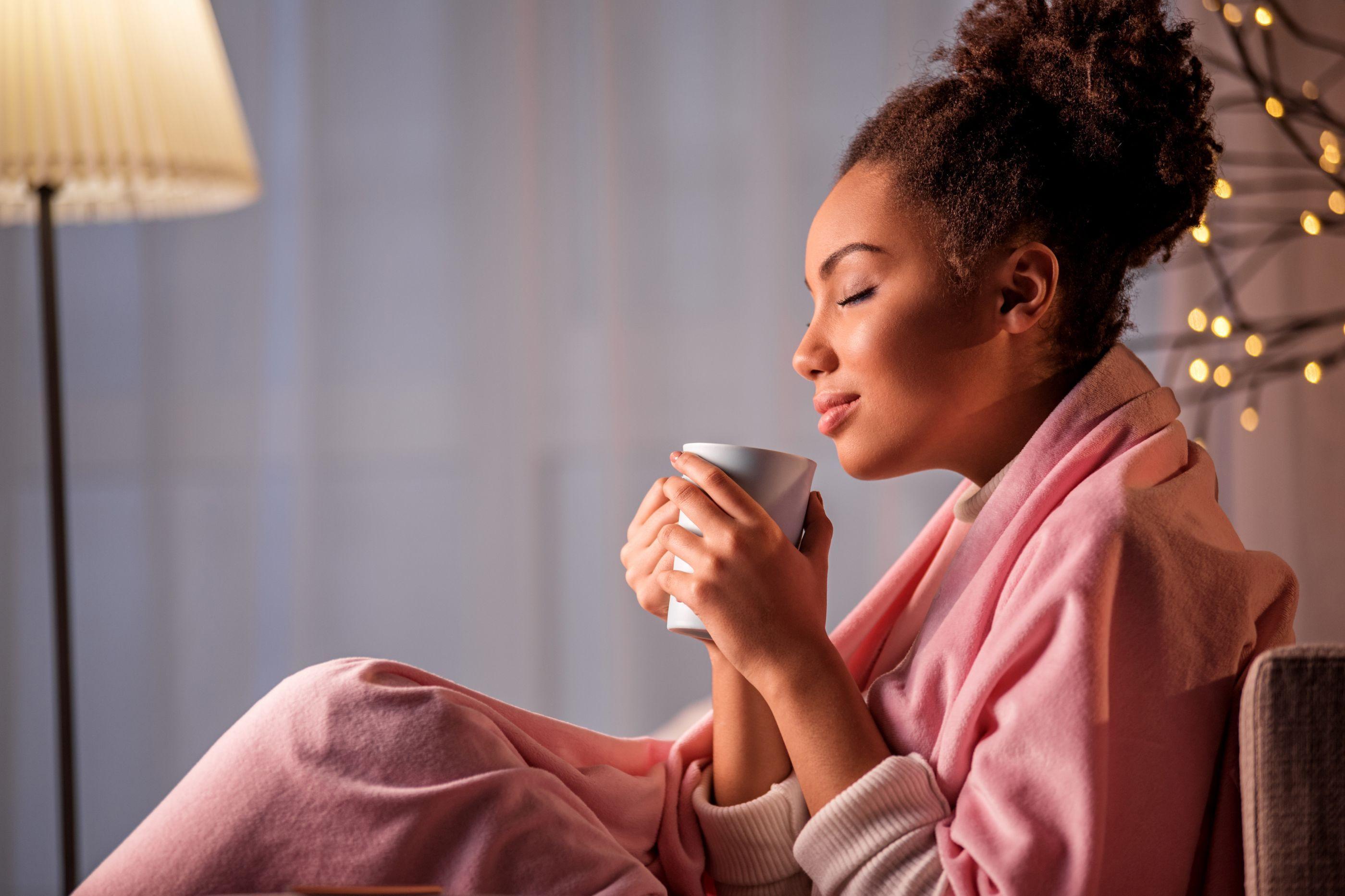 Não consegue dormir? Conheça três chás que relaxam e combatem insônias