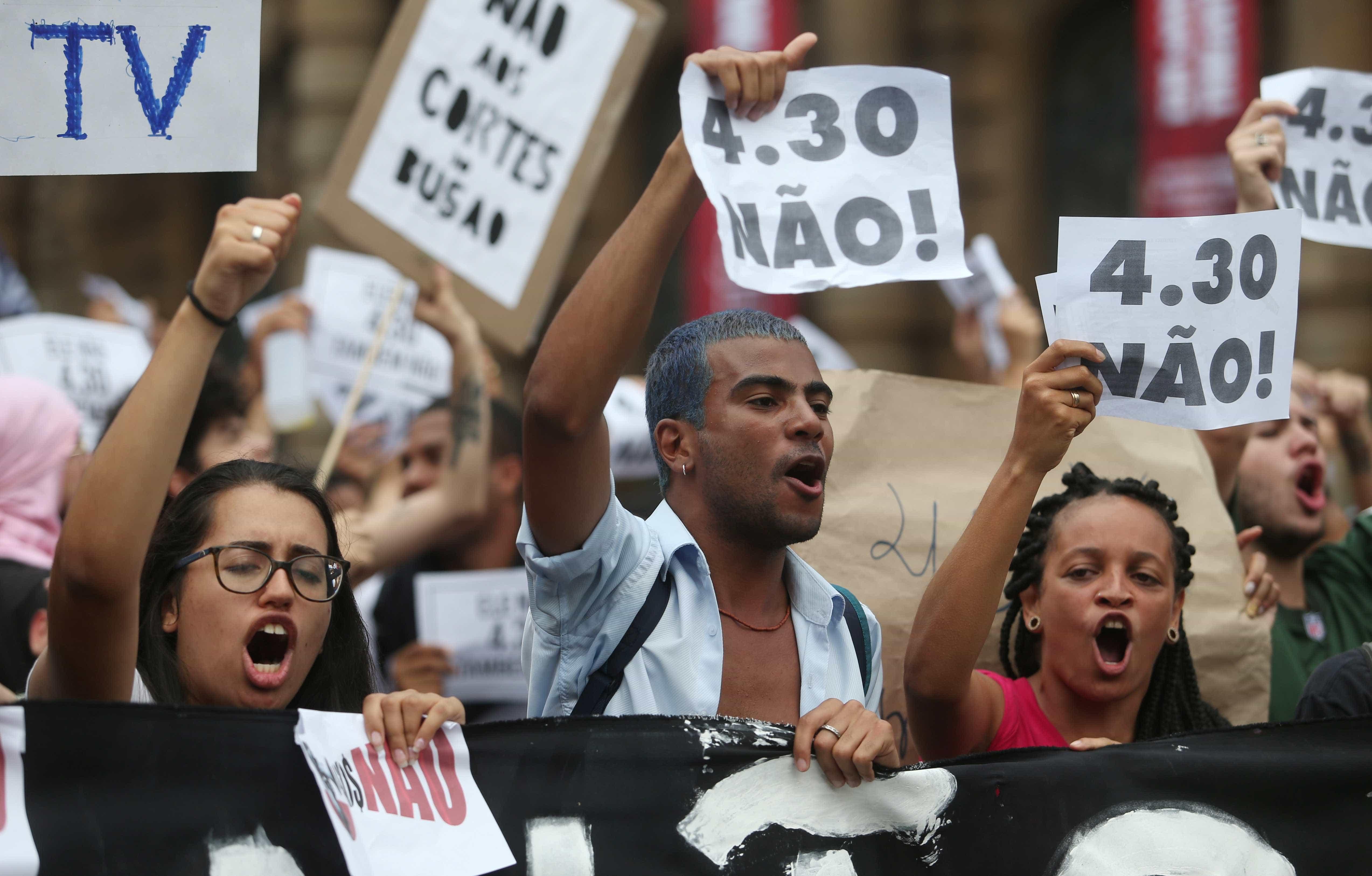 Manifestação interdita Raposo Tavares contra aumento de passagem