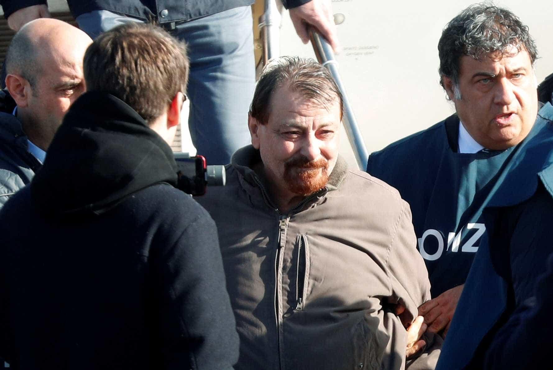 Battisti confessa participação em homicídios pela primeria vez