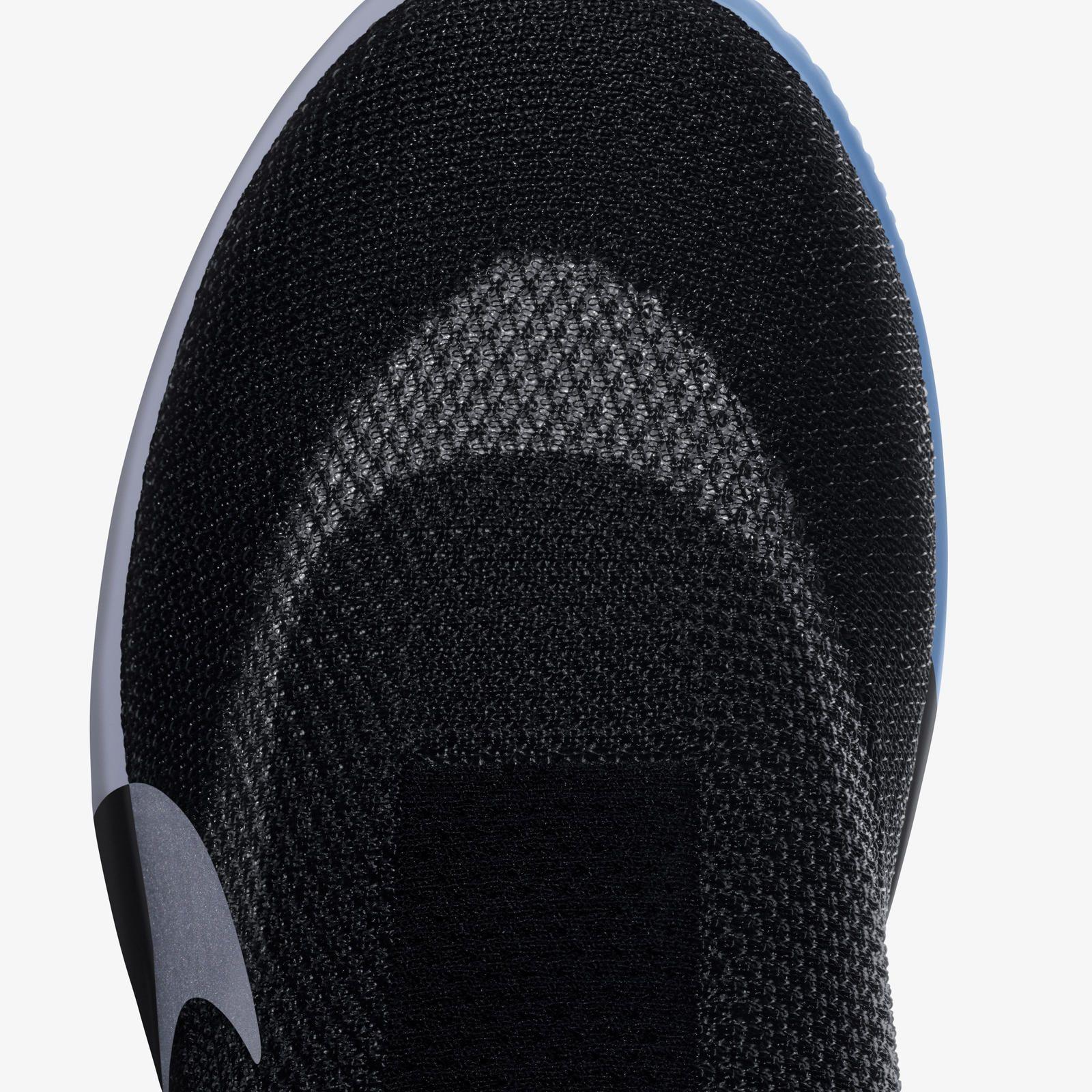 Nike lança tênis que se amarram sozinhos com utilização de app