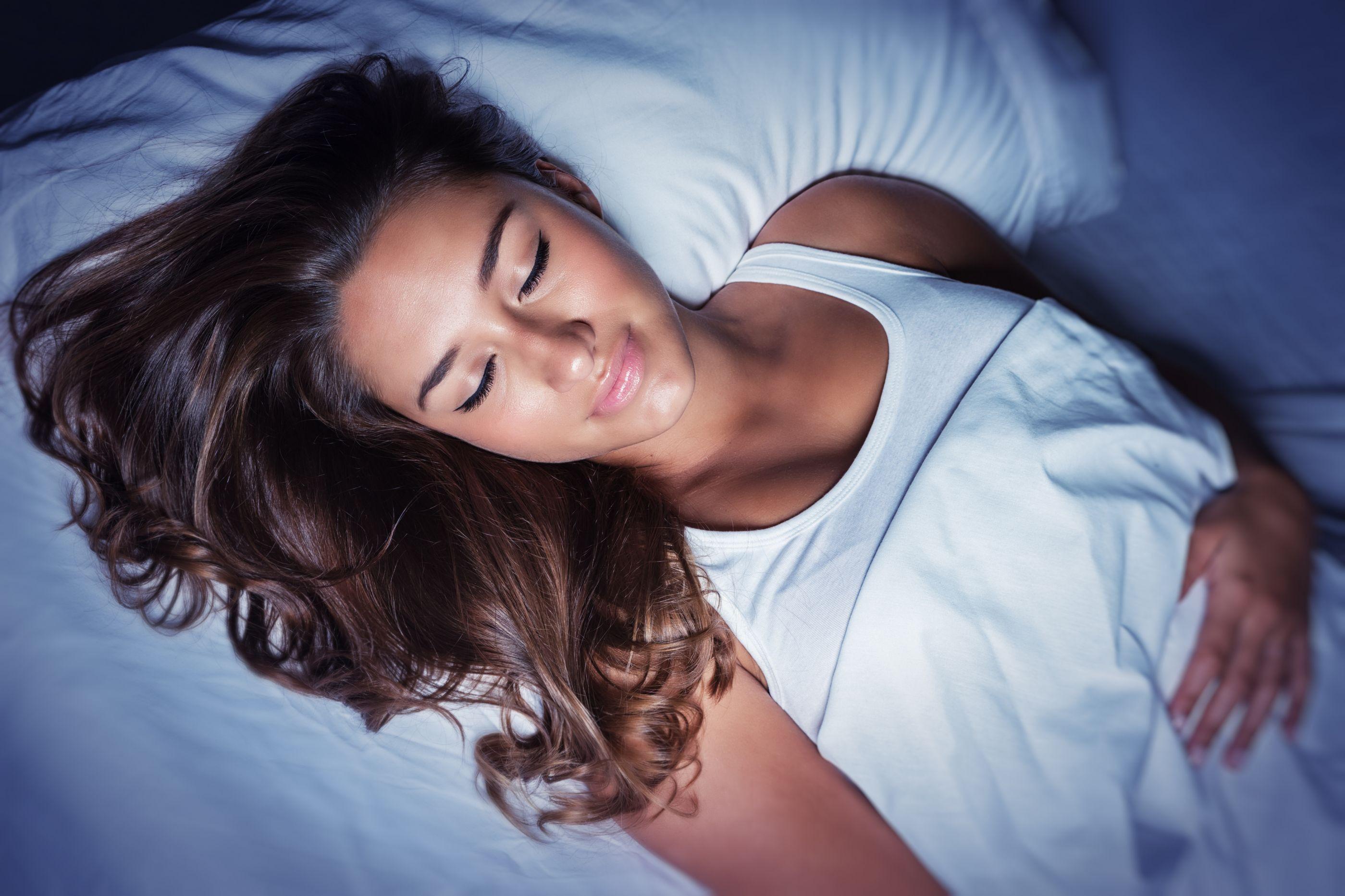 Cinco bebidas que combatem a insônia e ajudam a dormir