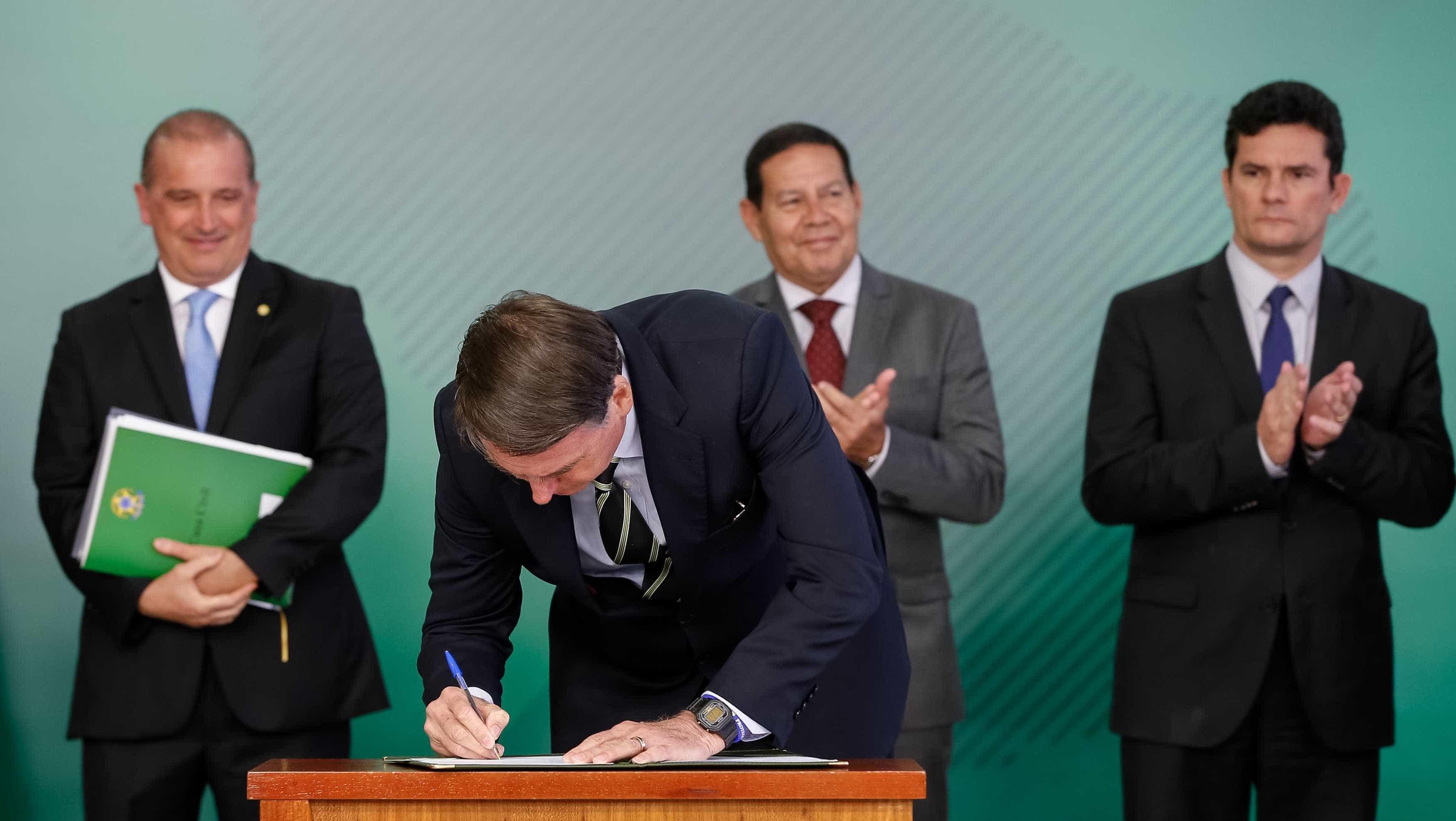 Bolsonaro faz 1ª reunião com ministros após cirurgia