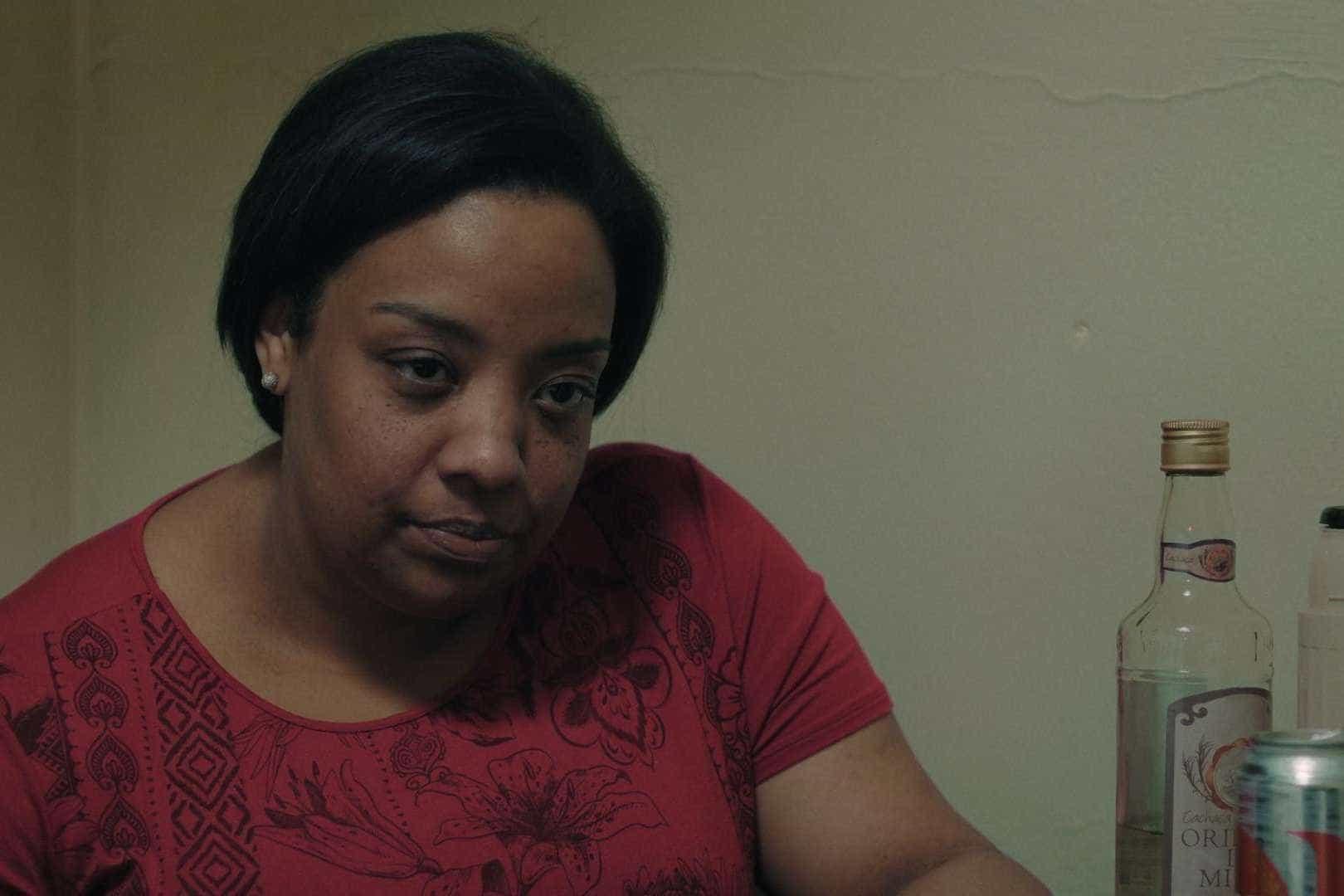 'Temporada' retrata sutilmente cotidiano de mulher negra da periferia