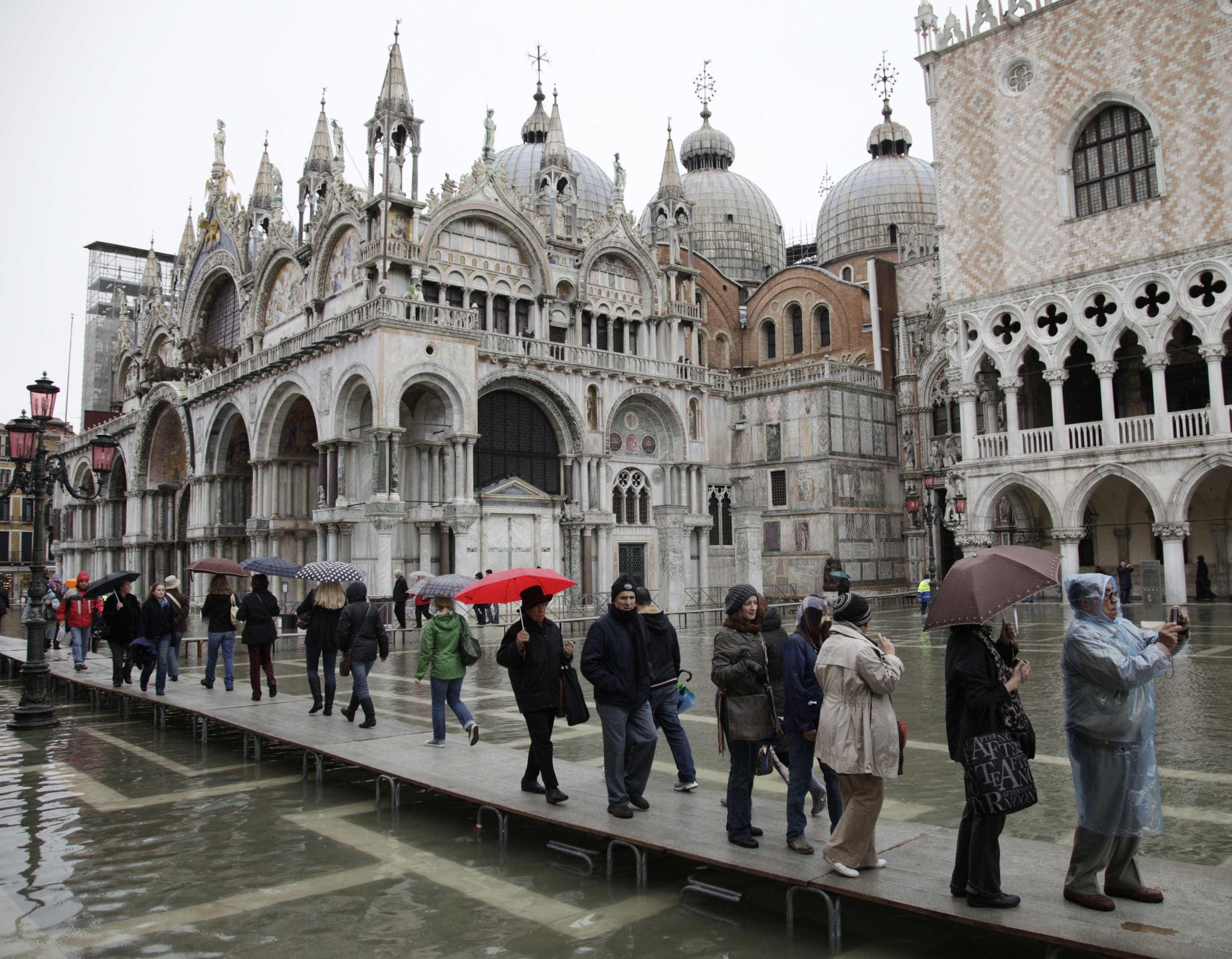 Veneza cobrará taxa de turistas a partir de maio