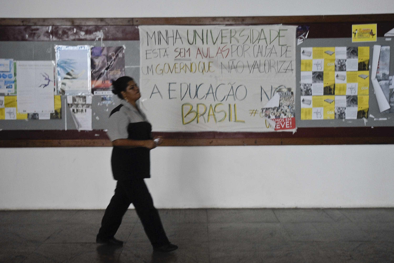 Bolsonaro escolherá 11 reitores após parecer que reduz poder de alunos