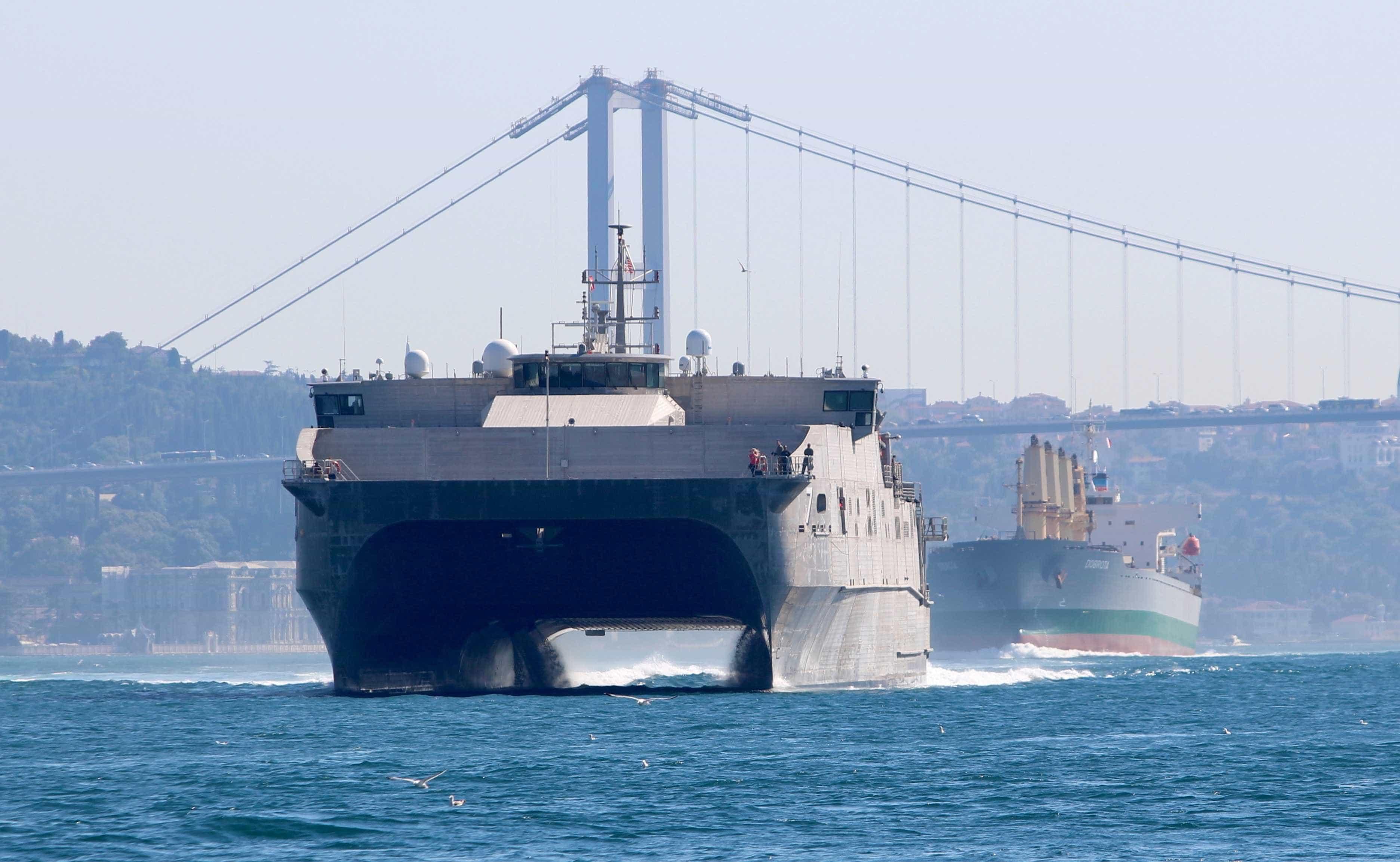 Incêndio em navios mata pelo menos 14 pessoas na Crimeia